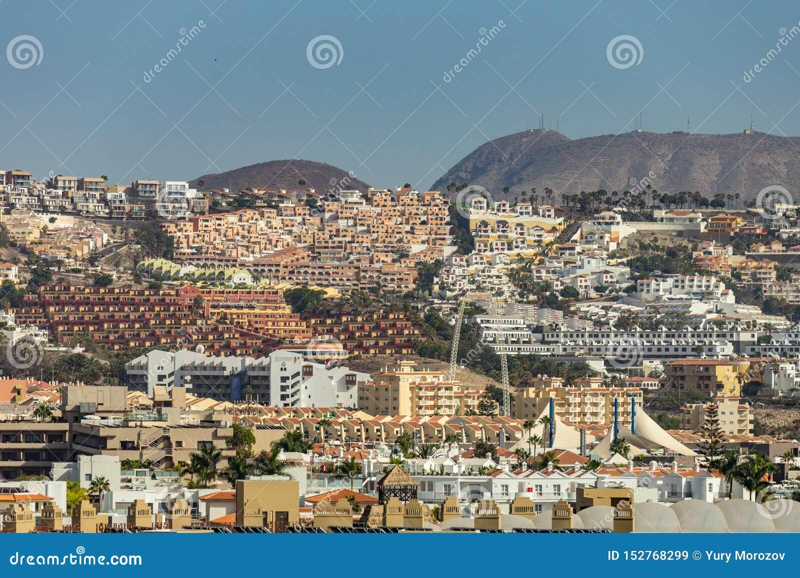 Vue d alto de Teno à la belle ville de Buena Vista les pentes entre la côte et haute montagne du massif couvert de bosquets de