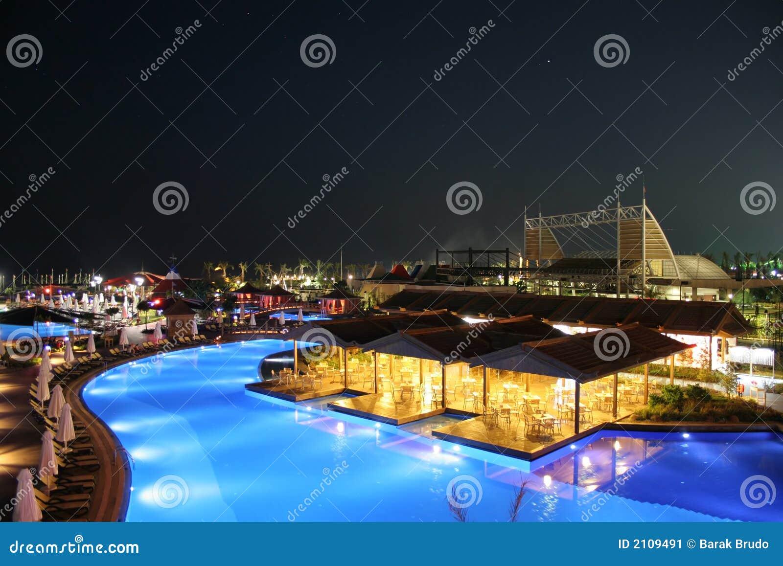 Vue d hôtel la nuit