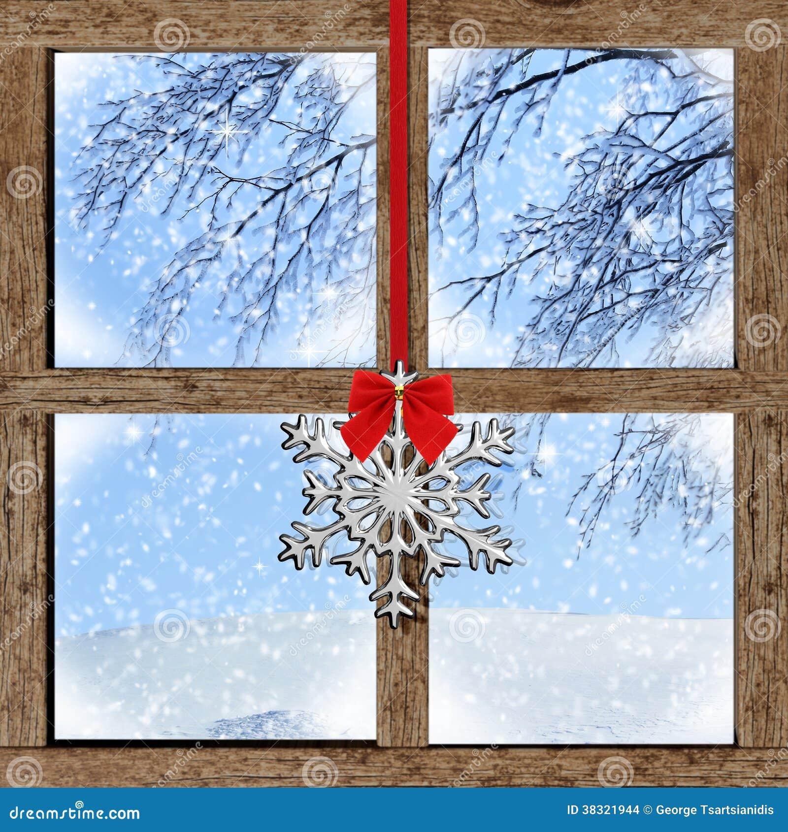 Vue d 39 hiver de fen tre en bois photo stock image 38321944 for Fenetre hiver