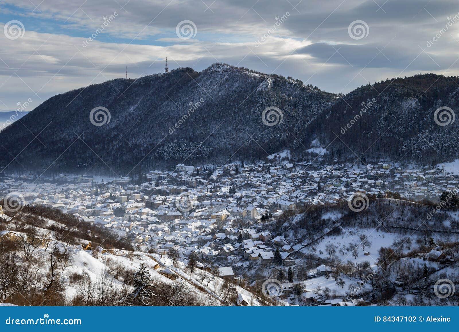 Vue d hiver de ville médiévale de Brasov