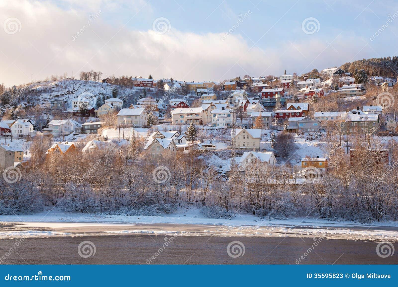 Vue d 39 hiver des maisons dans la ville norv ge de trondheim - Google vue des maisons ...