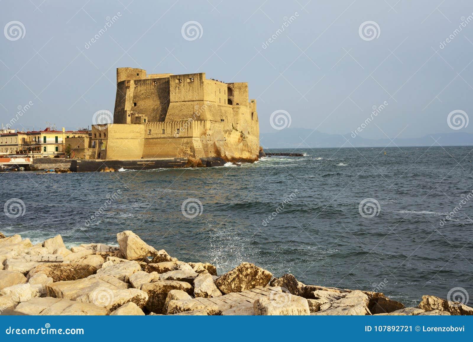 Vue d Ovo de ` de vallon de Castel dans la ville de Naples