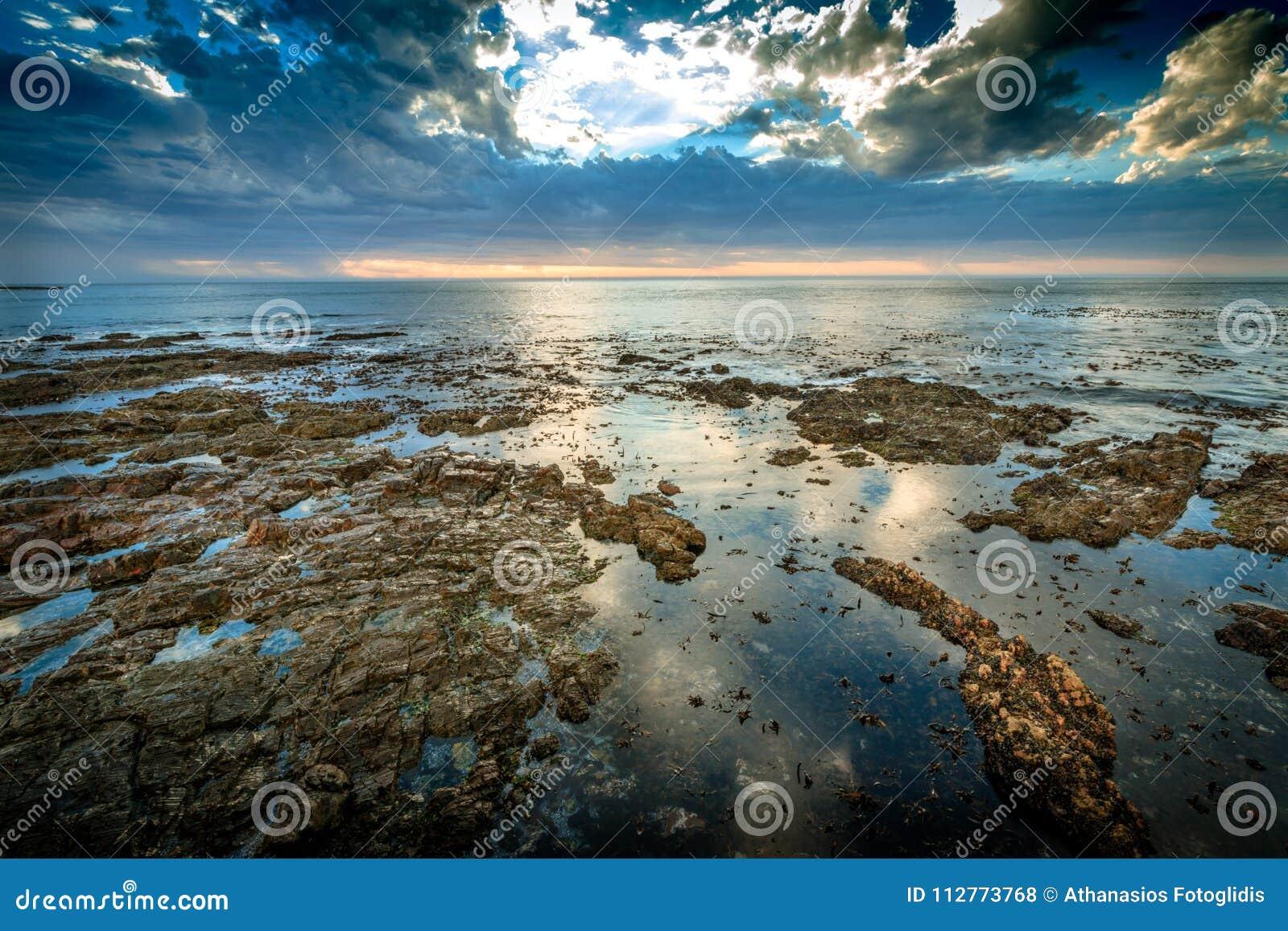 Vue dans l Océan Atlantique de la promenade de point de Mouille à Cape Town, Afrique du Sud