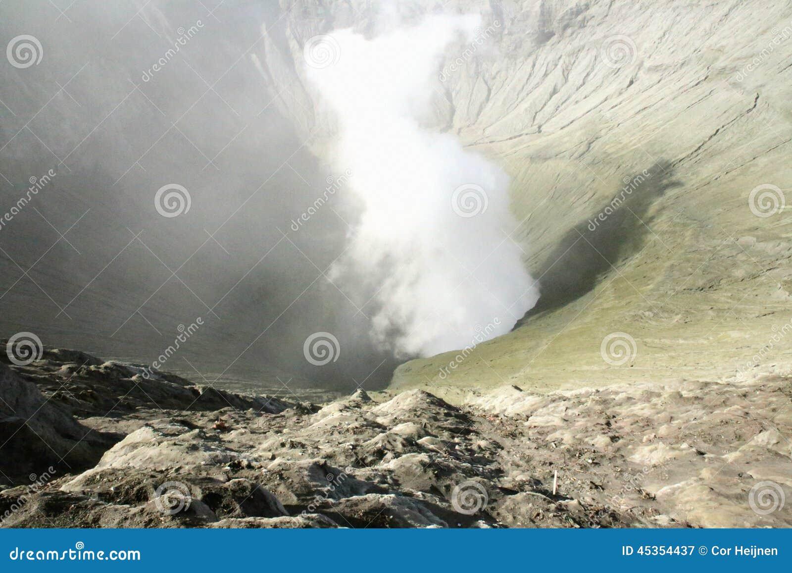 Vue dans le volcan de Bromo