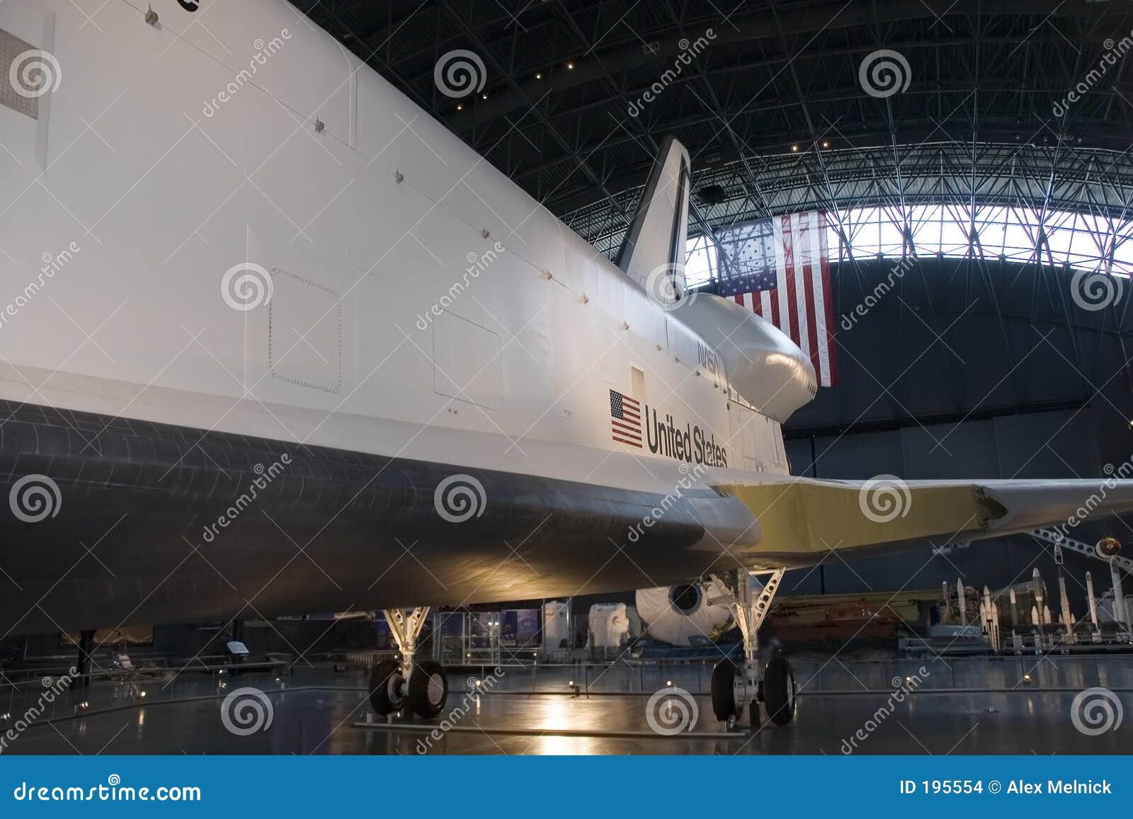 Vue de côté de navette spatiale