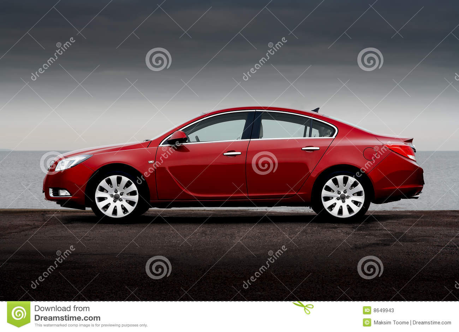 Vue de côté de rouge de cerise de véhicule