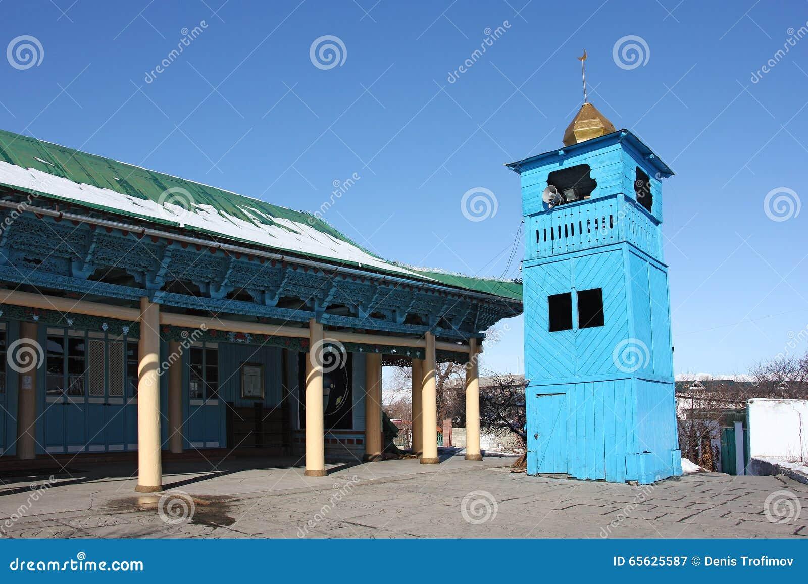 Vue de côté de vieille mosquée en bois de Dungan dans Karakol