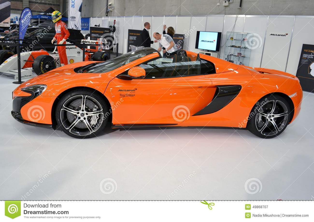 vue de c t la voiture de sport orange de luxe de mclaren650s photographie ditorial image. Black Bedroom Furniture Sets. Home Design Ideas