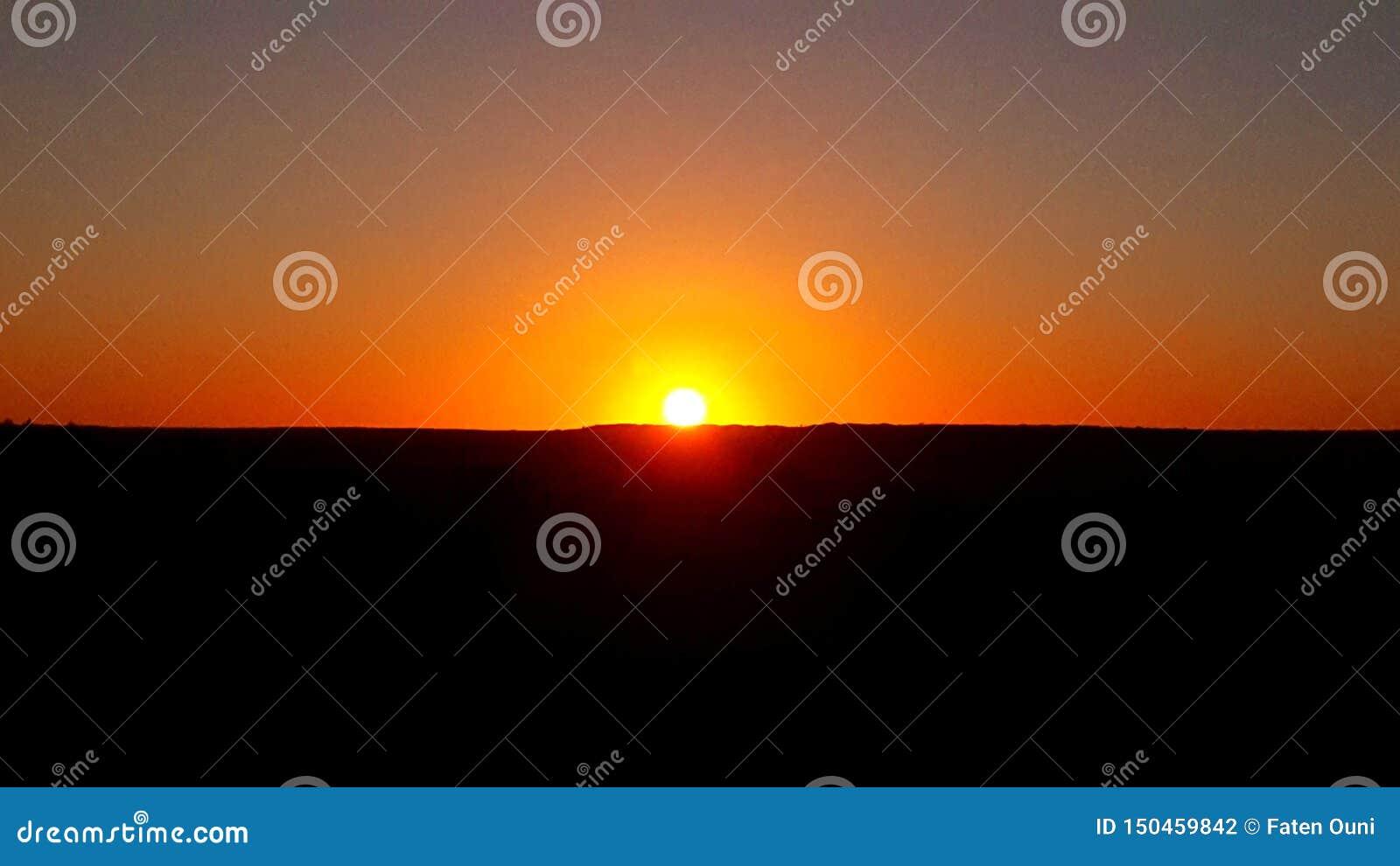 Vue de coucher du soleil de désert