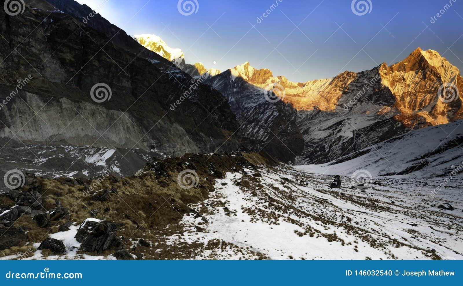 Vue de coucher du soleil d Annapurna