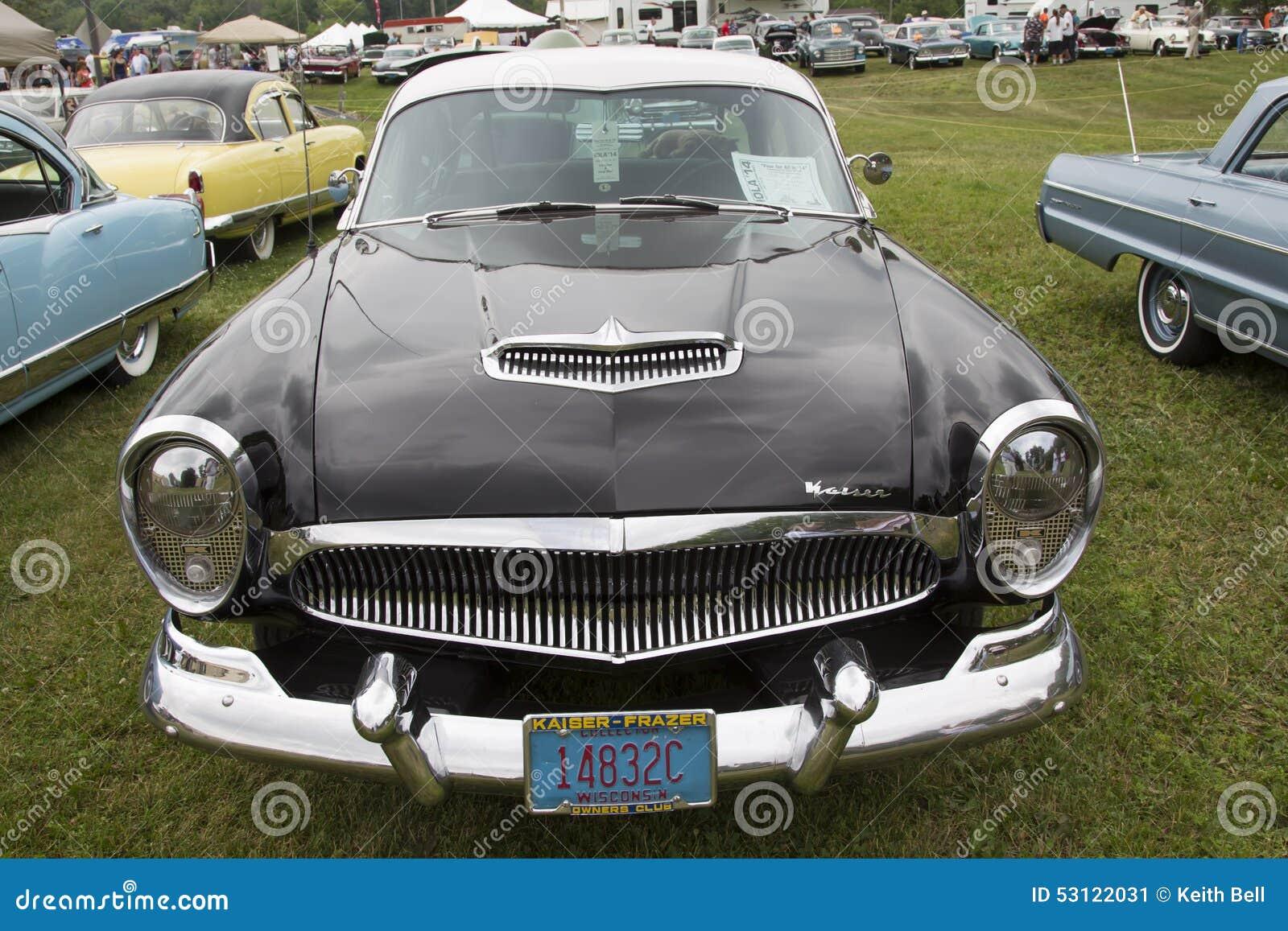 Vue de face 1954 de voiture de noir de Kaiser