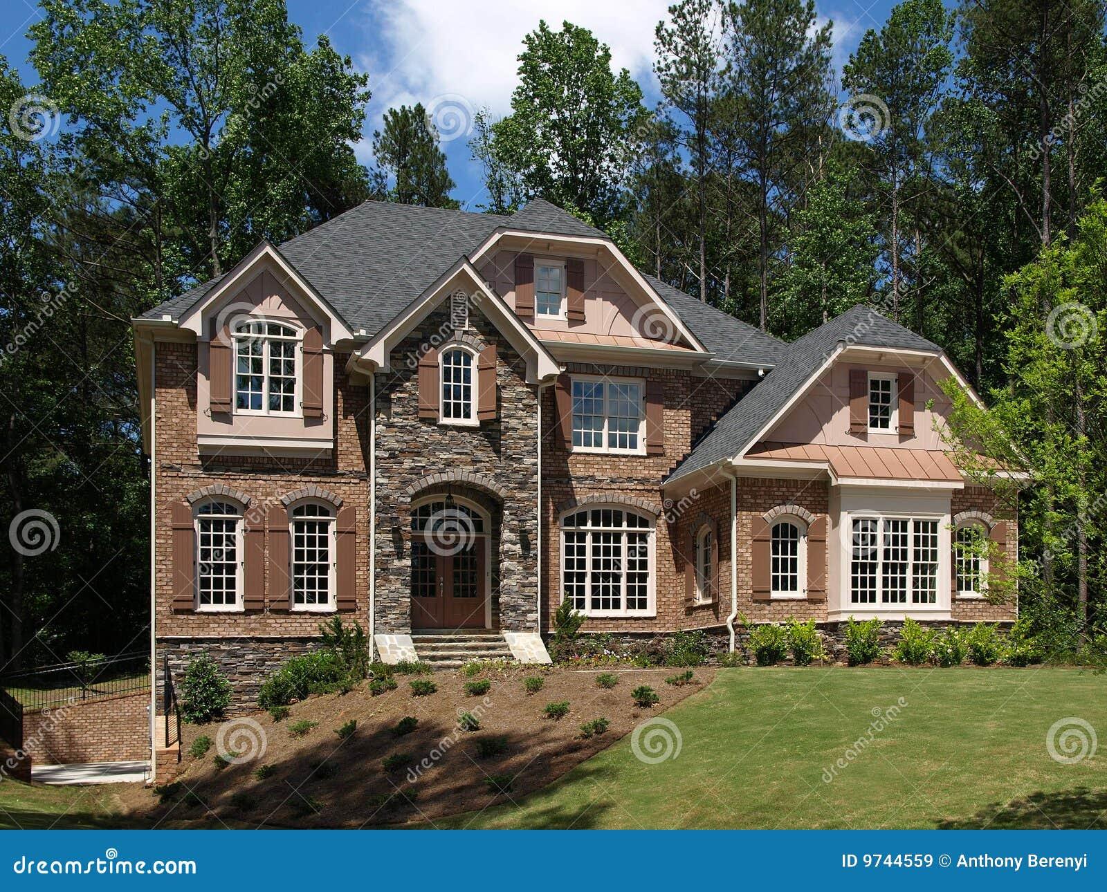 Vue de face ext rieure de maison de luxe mod le images libres de droits image 9744559 for Modele de maison de luxe