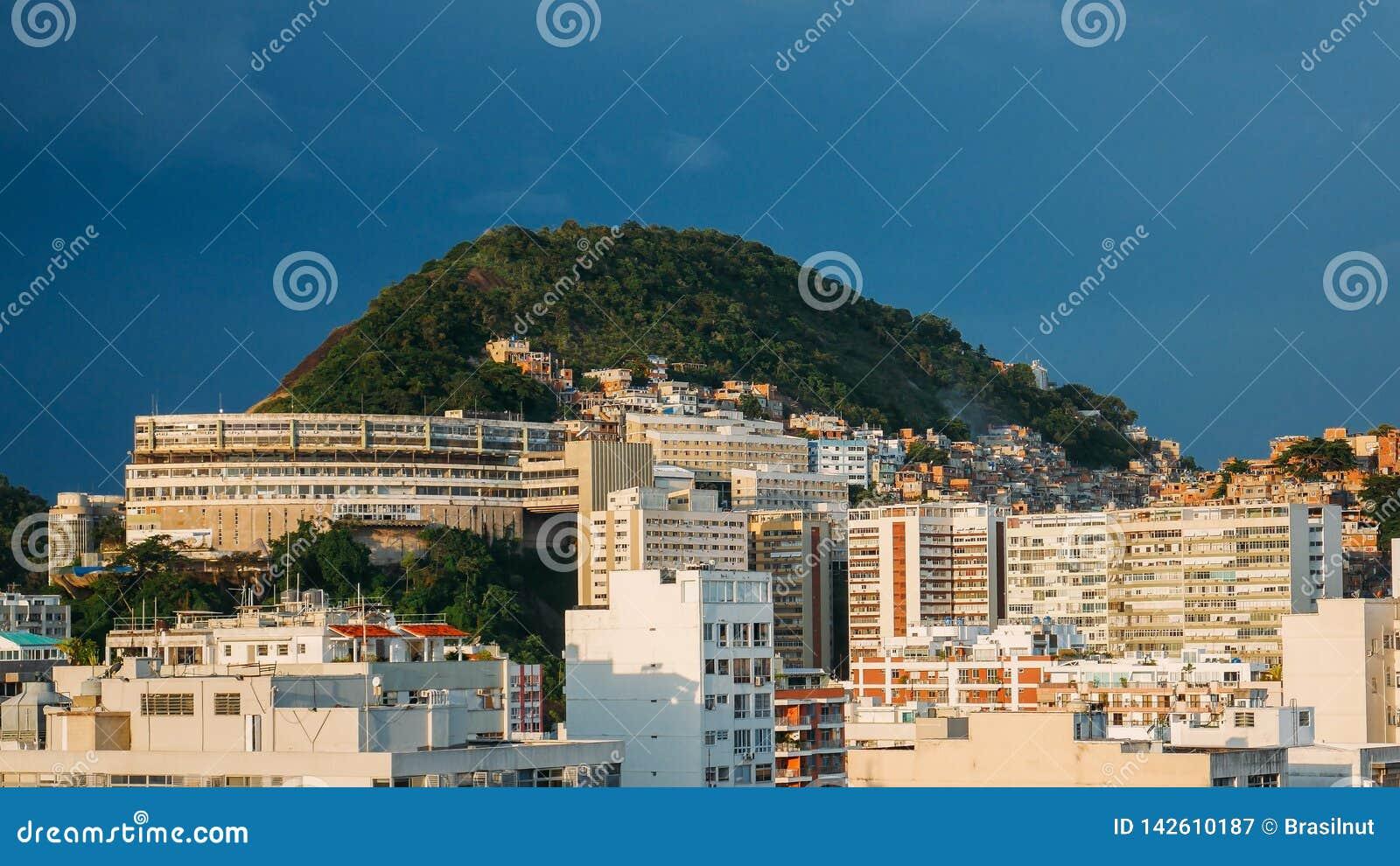 Vue de favela de Cantagalo près d Ipanema, Rio de Janeiro, Brésil