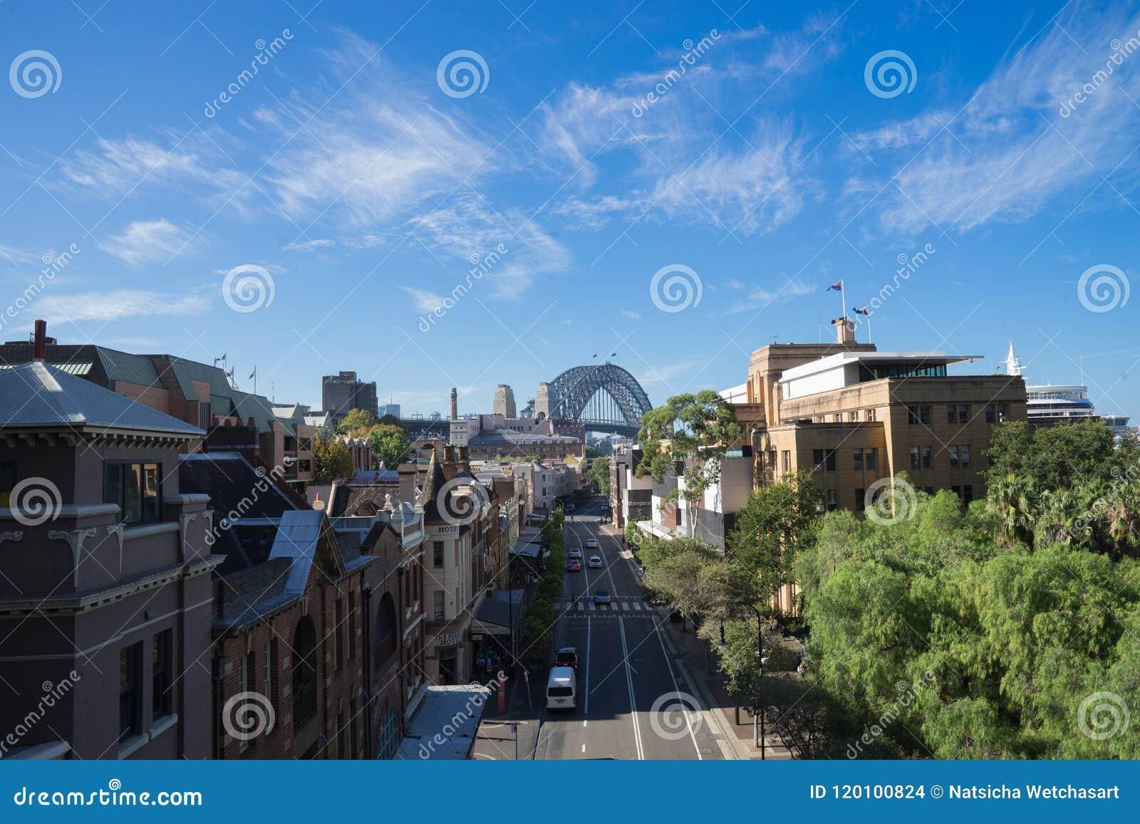 Vue de George Street dans les roches, le secteur historique de Sydney, le pont de port à l arrière-plan Australie : 30/03/18