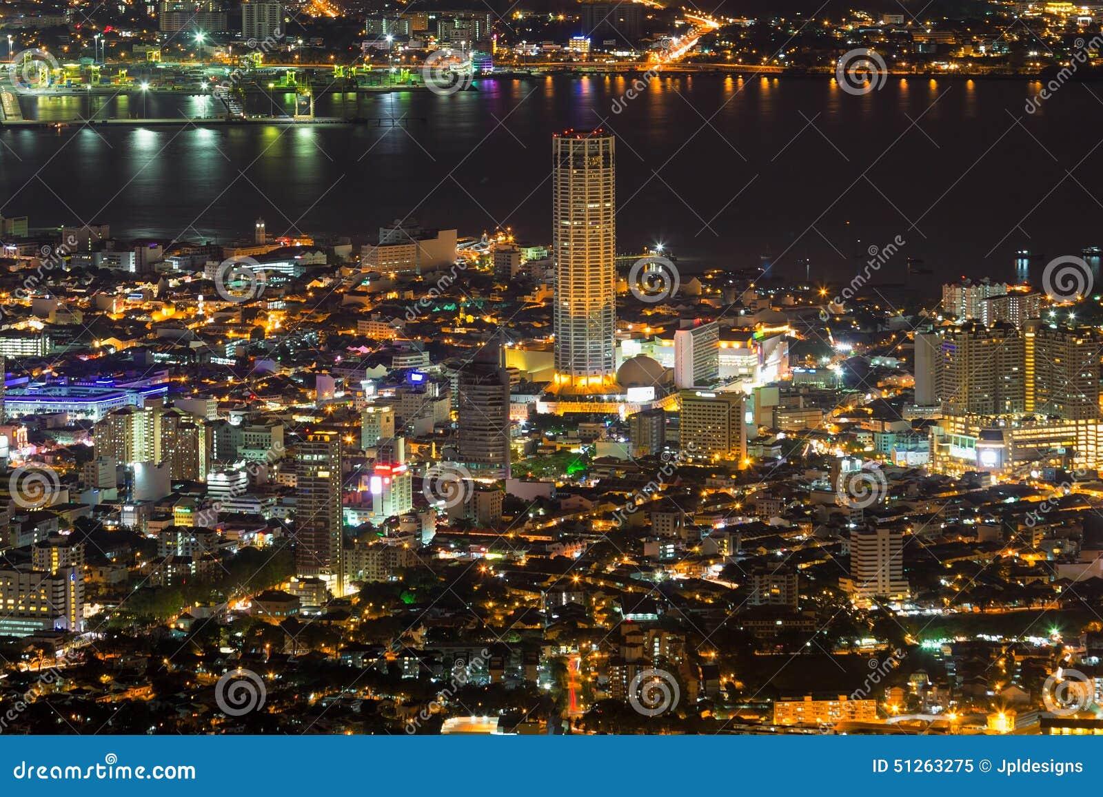 Vue de George Town Penang Malaysia Aerial la nuit