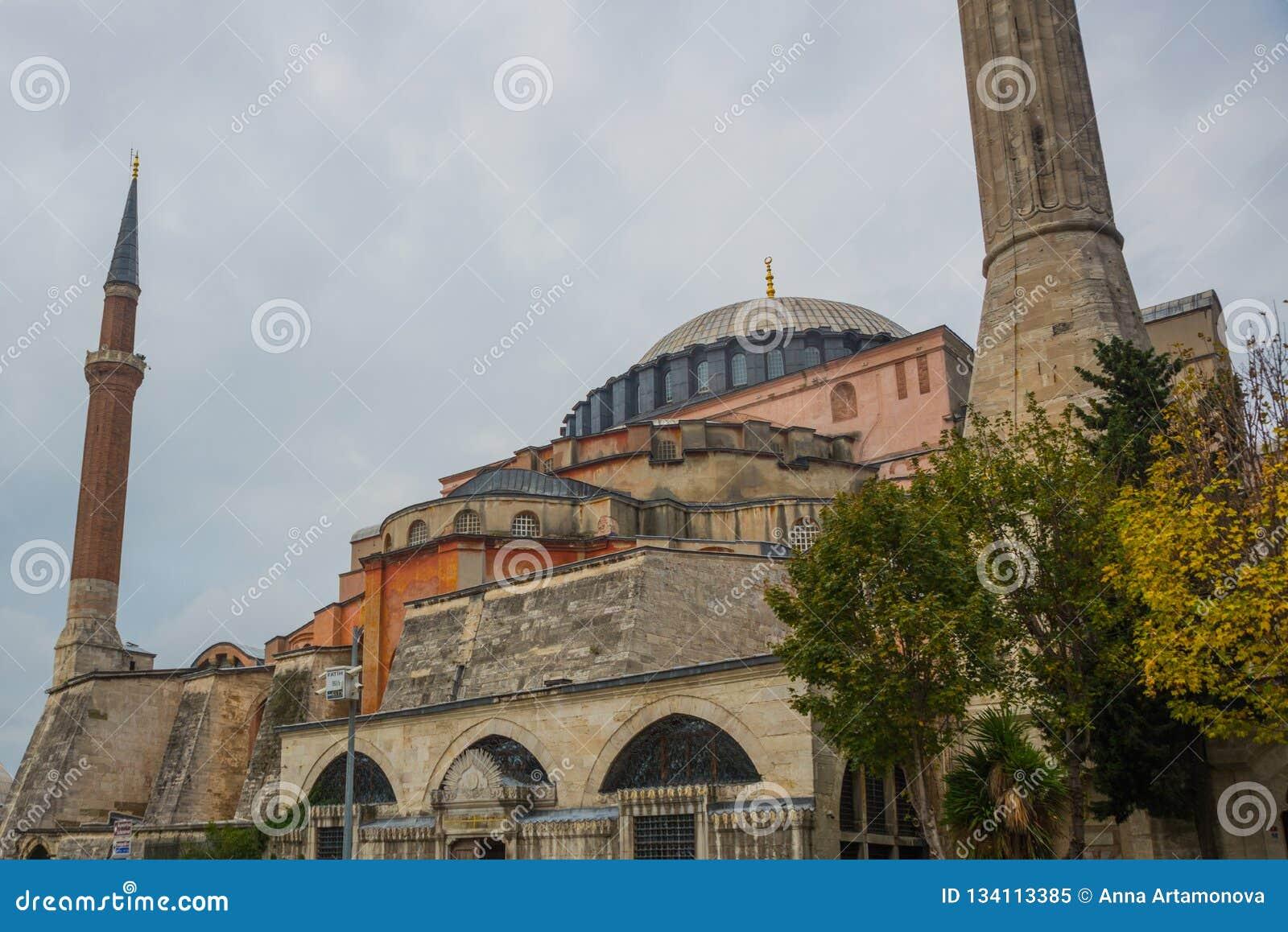 Vue de Hagia Sophia, basilique patriarcale chrétienne, mosquée impériale et maintenant un musée Istanbul, Turquie
