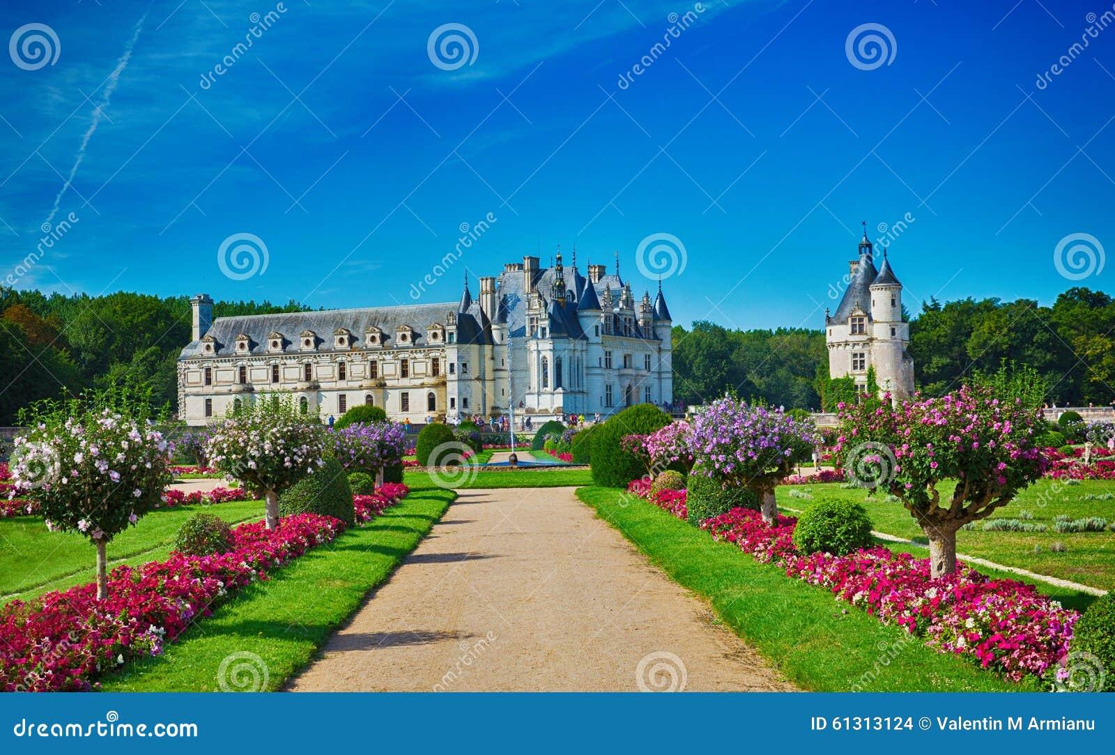 Vue de jardin de chateau de chenonceau image stock ditorial image 61313124 - Vue de jardin ...