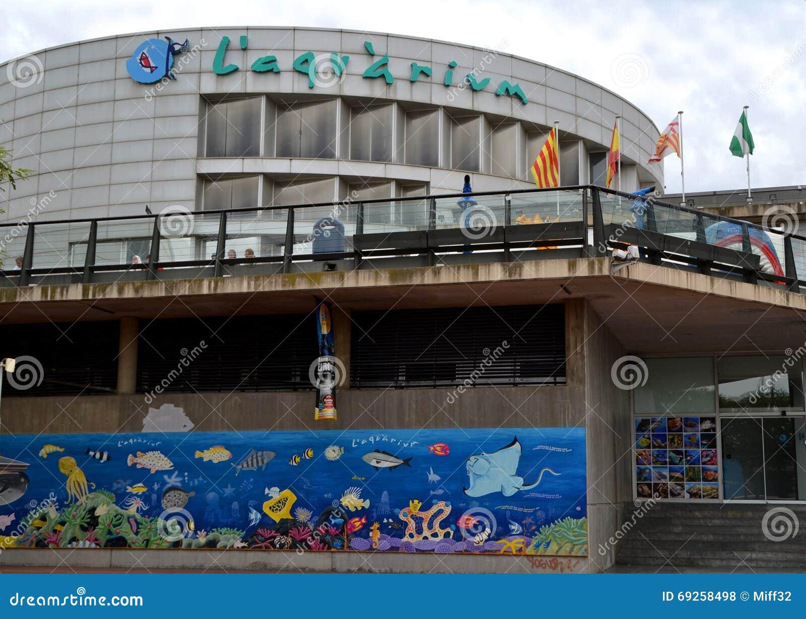 Vue de l 39 aquarium barcelone espagne photo stock for Aquarium exterieur
