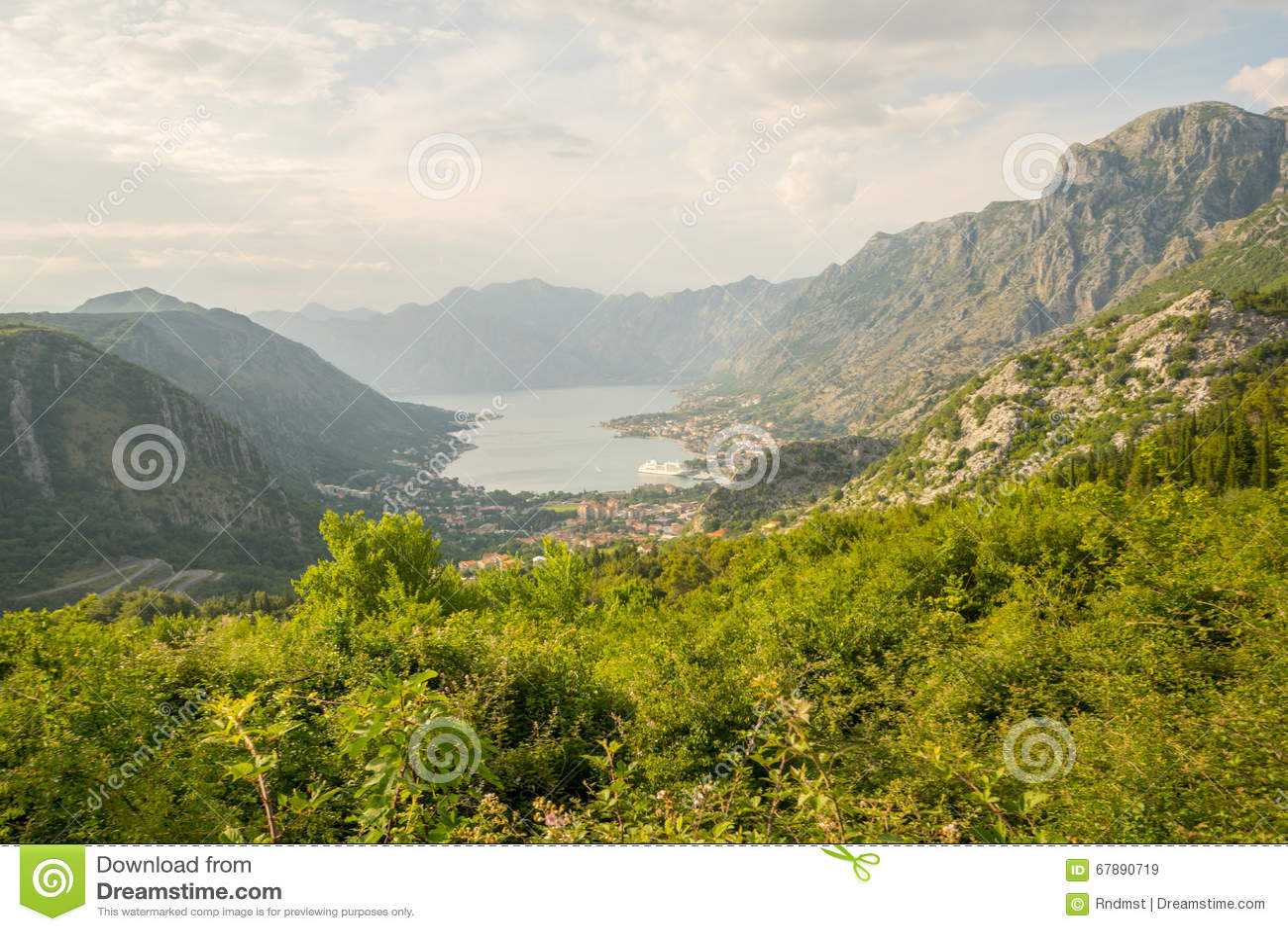 Vue de la baie de Kotor de montagne de Lovcen