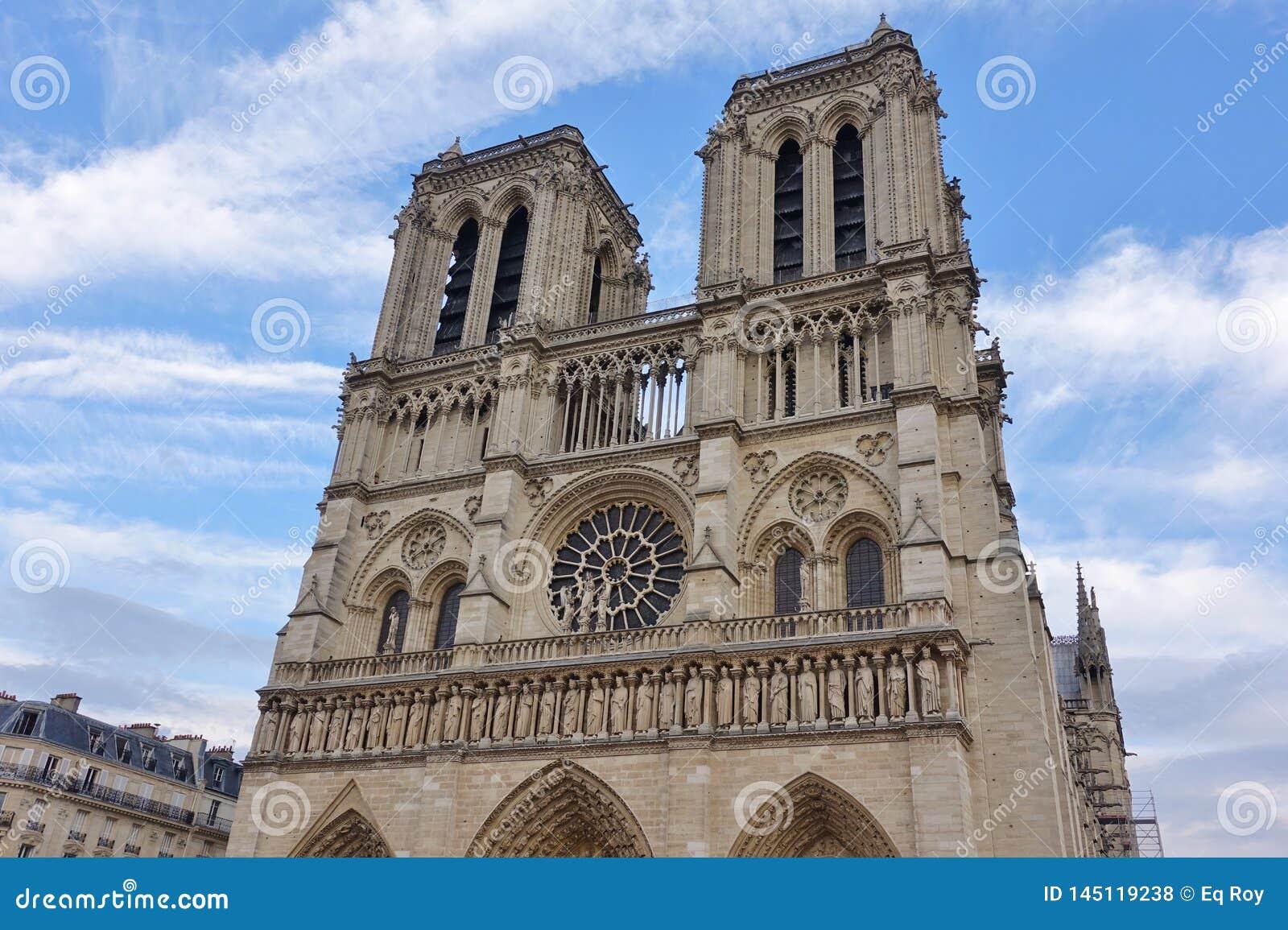 Vue de la cathédrale de Notre Dame de Paris avant le feu d avril 2019