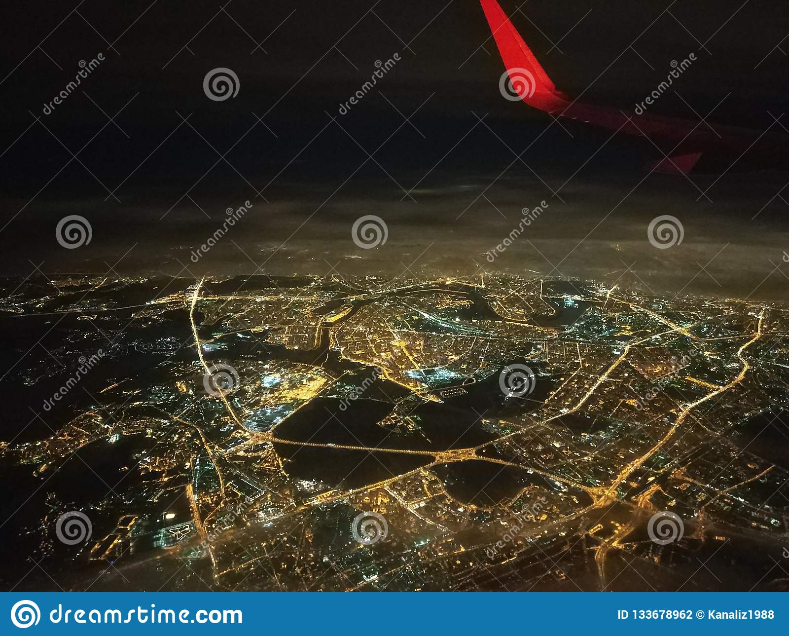 Vue de la fenêtre des avions, quelque part dans la région de Moscou