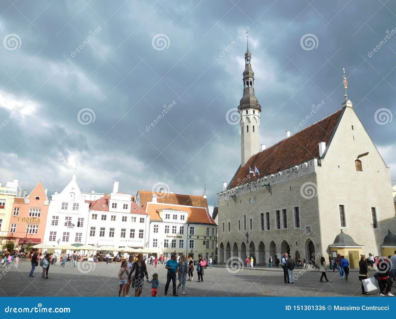 Vue de la place centrale à Tallinn, Estonie