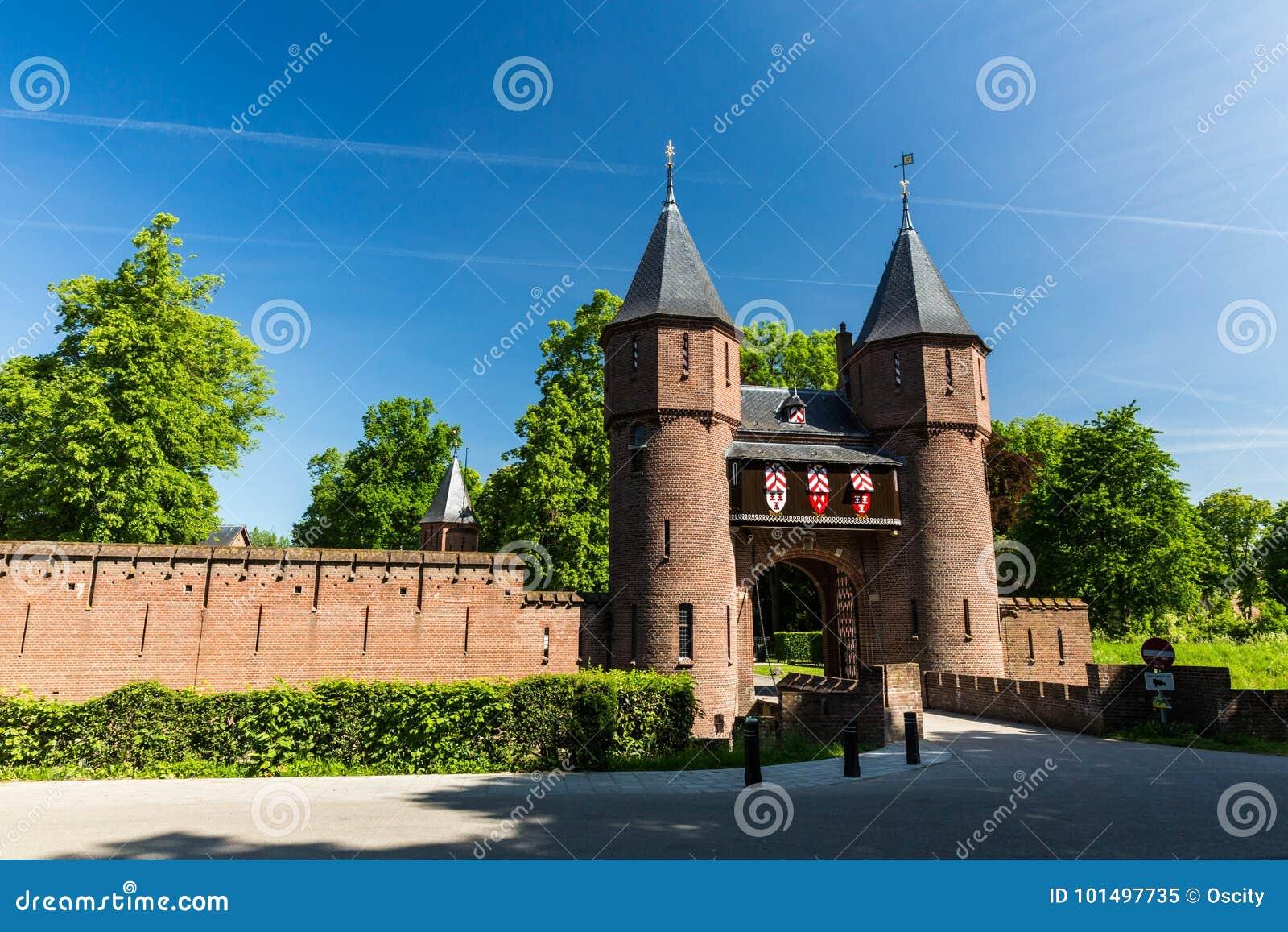 Vue de la porte d entrée du Kasteel De Haar Castle