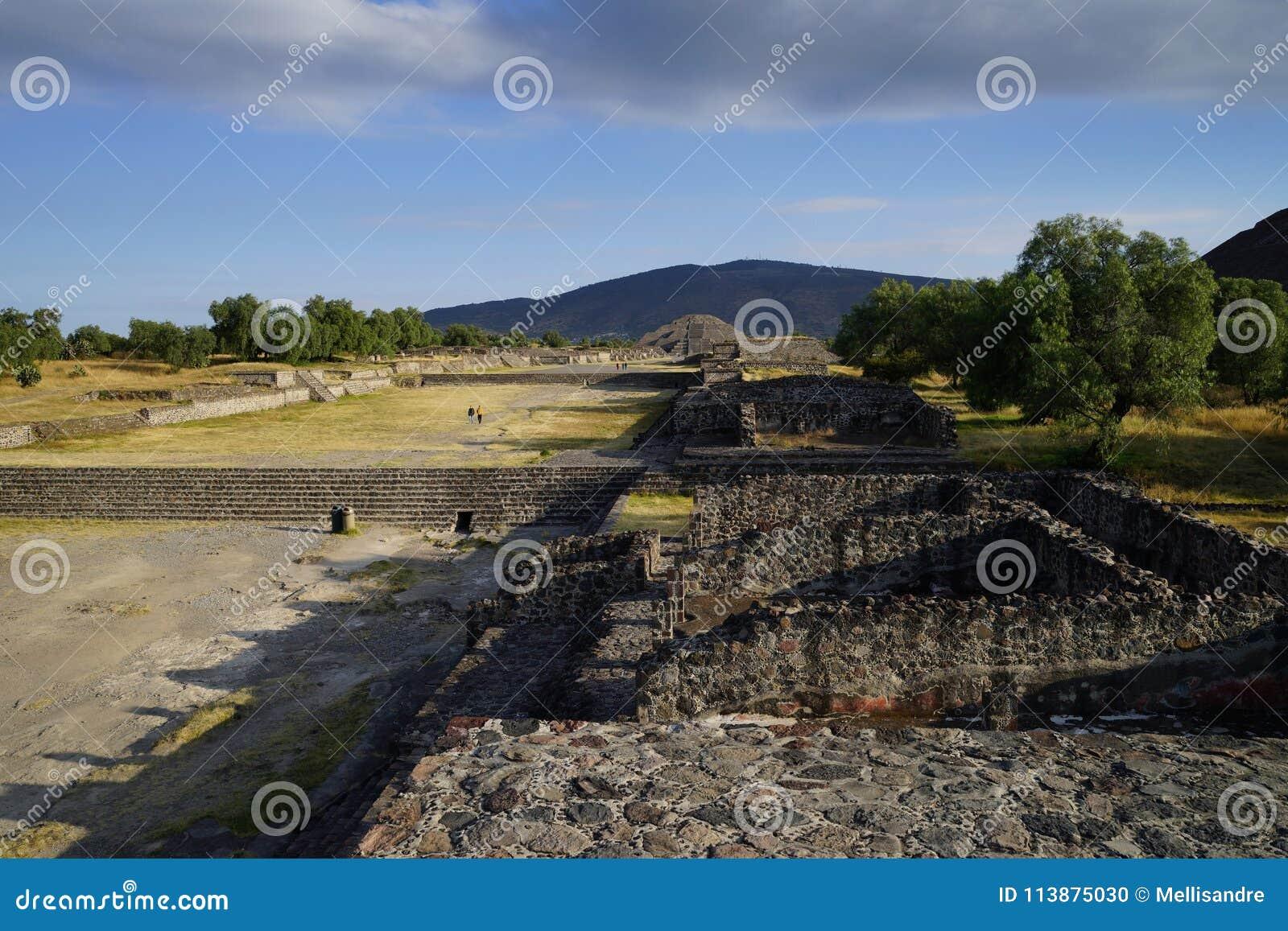 Vue de la pyramide de la lune d une des pyramides plus petites, Teotihuacan, Mexique