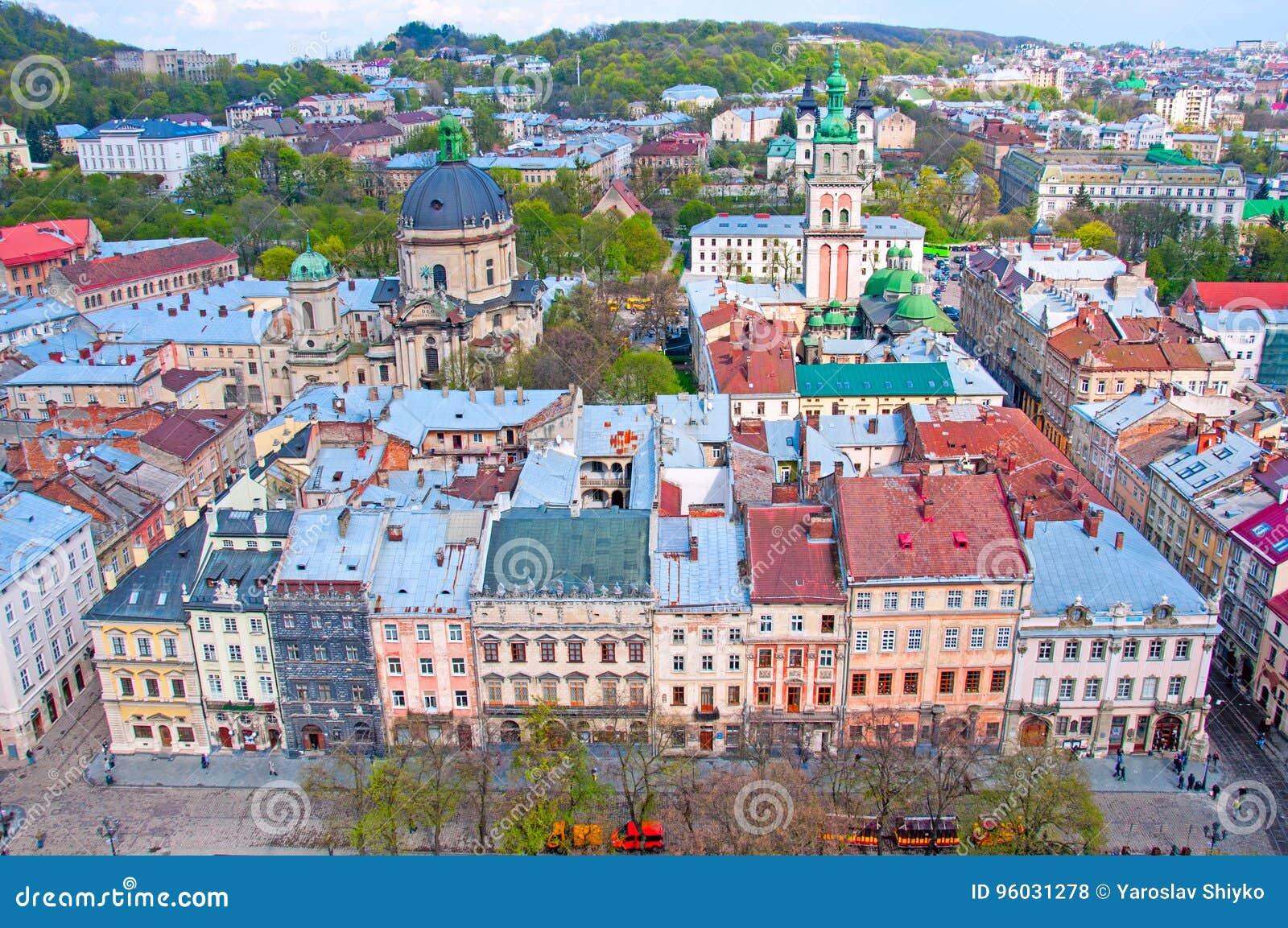 Vue de la zone résidentielle avec des maisons et des rues d en haut