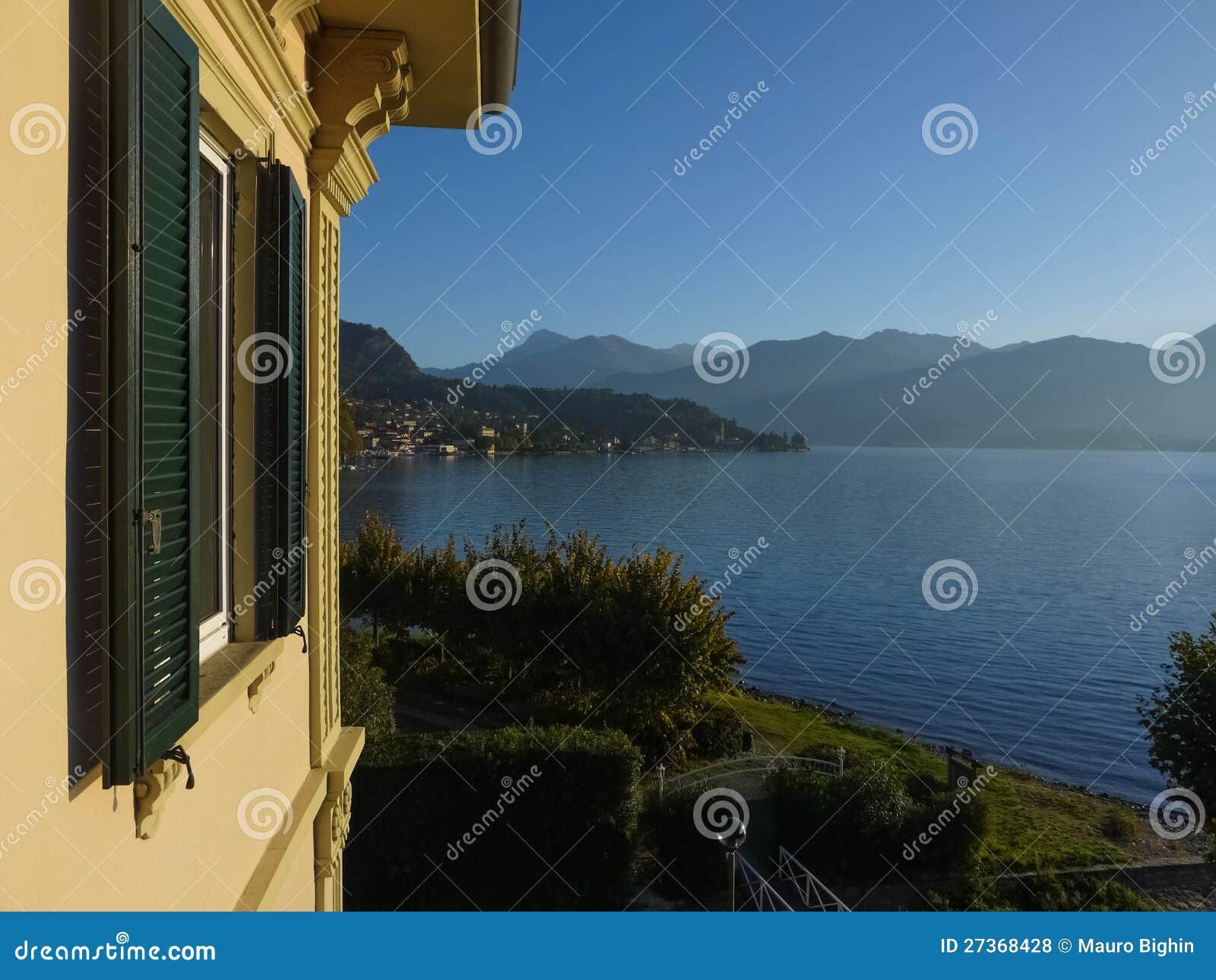 Vue de lac Como