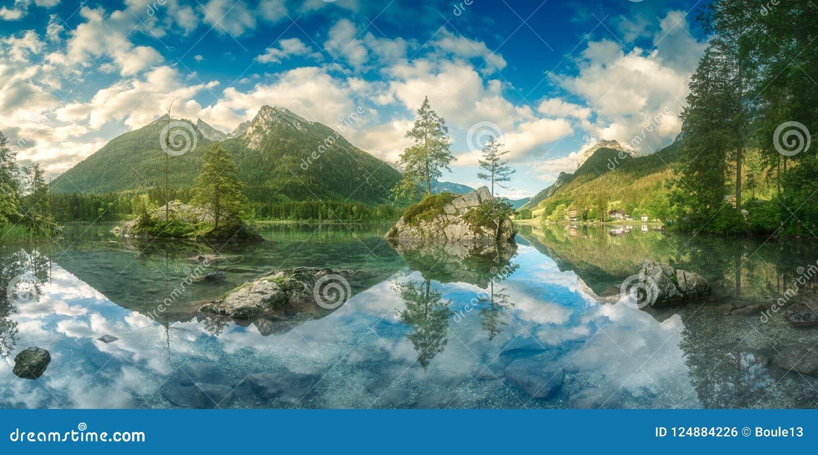 Vue de lac Hintersee dans les Alpes bavarois, Allemagne