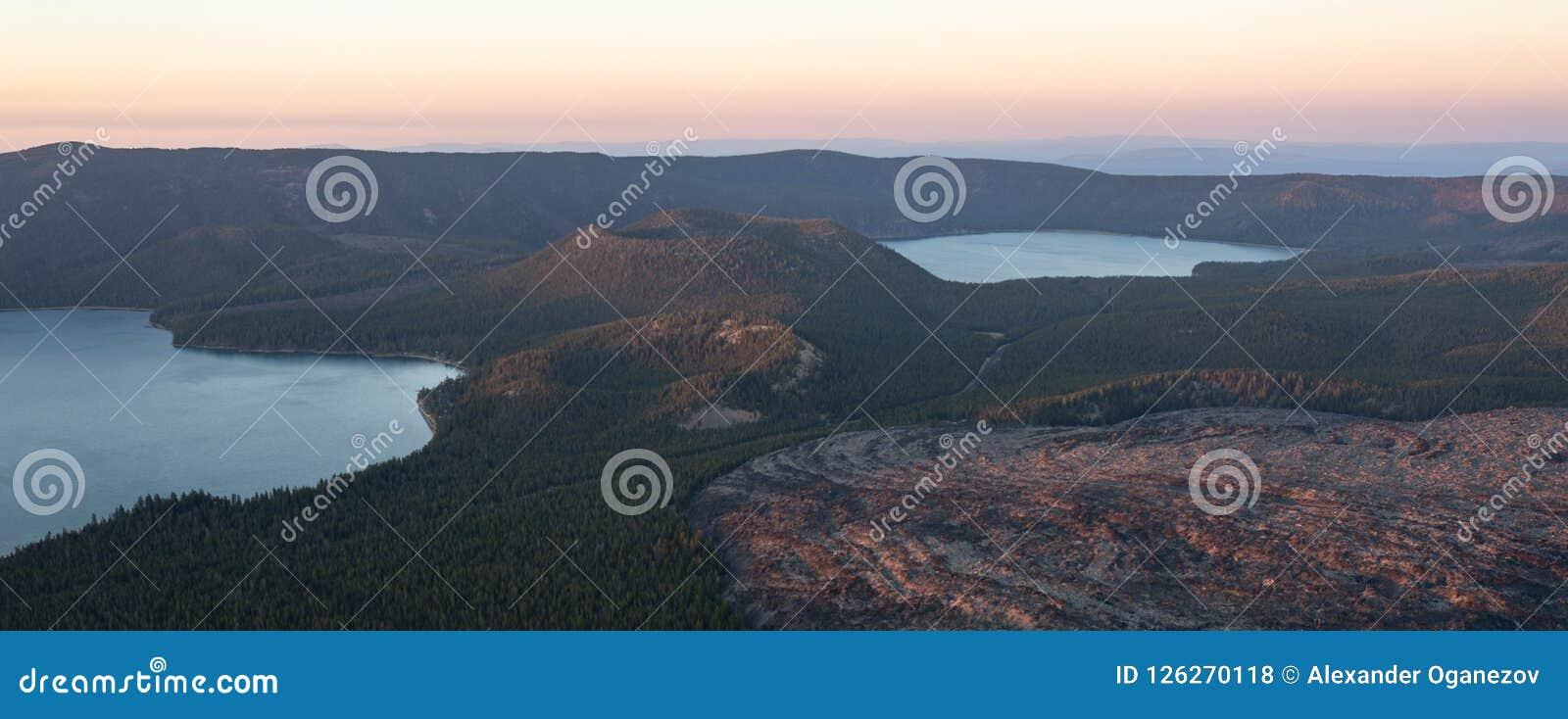Vue de lac paulina au coucher du soleil