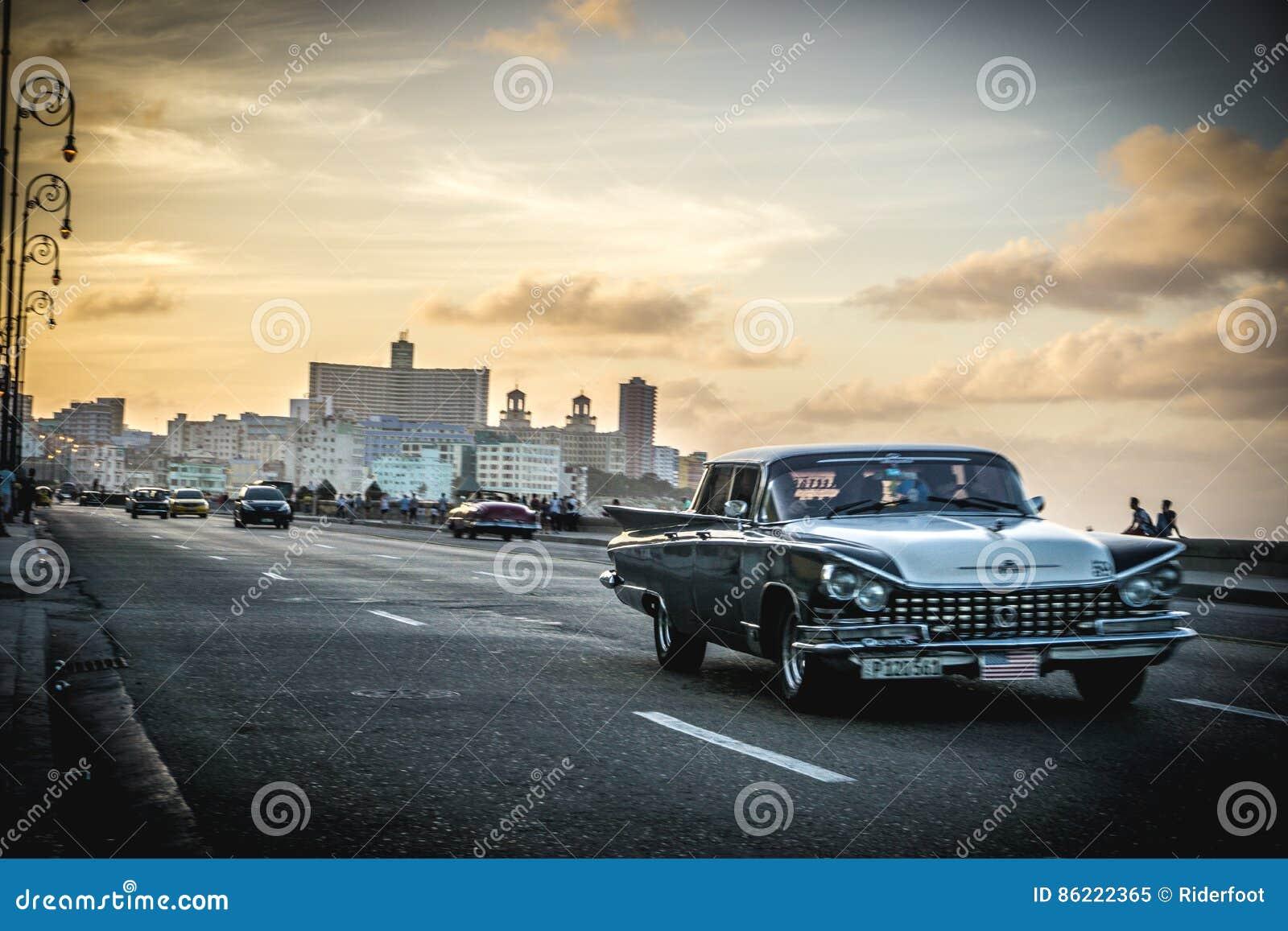 Vue de Malecon avec de la La la Havane au fond, au vintage ou au rétro style