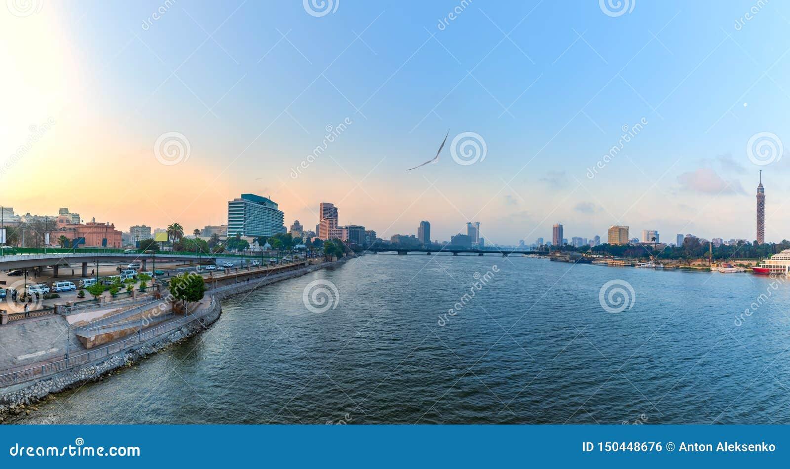 Vue de matin sur le Nil dans le centre ville du Caire, Egypte