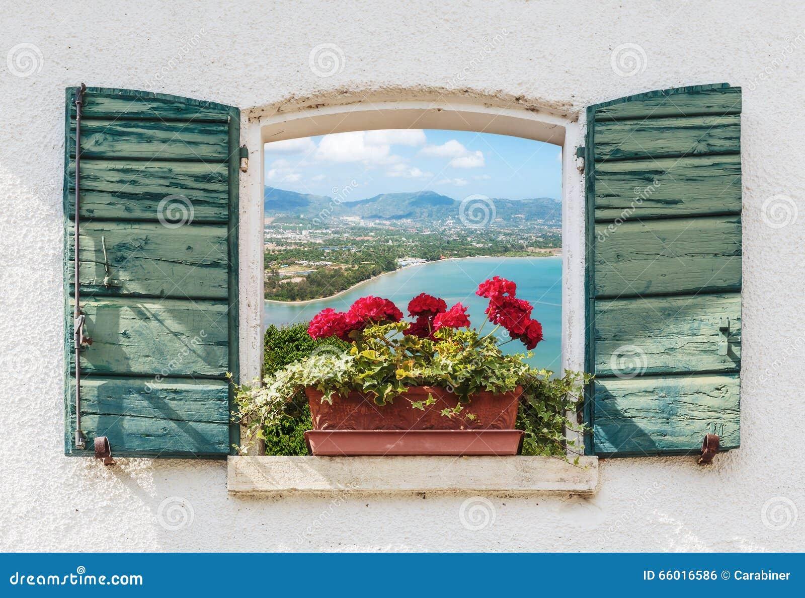 Vue de mer par la fen tre ouverte avec des fleurs photo for Par la fenetre ouverte comptine