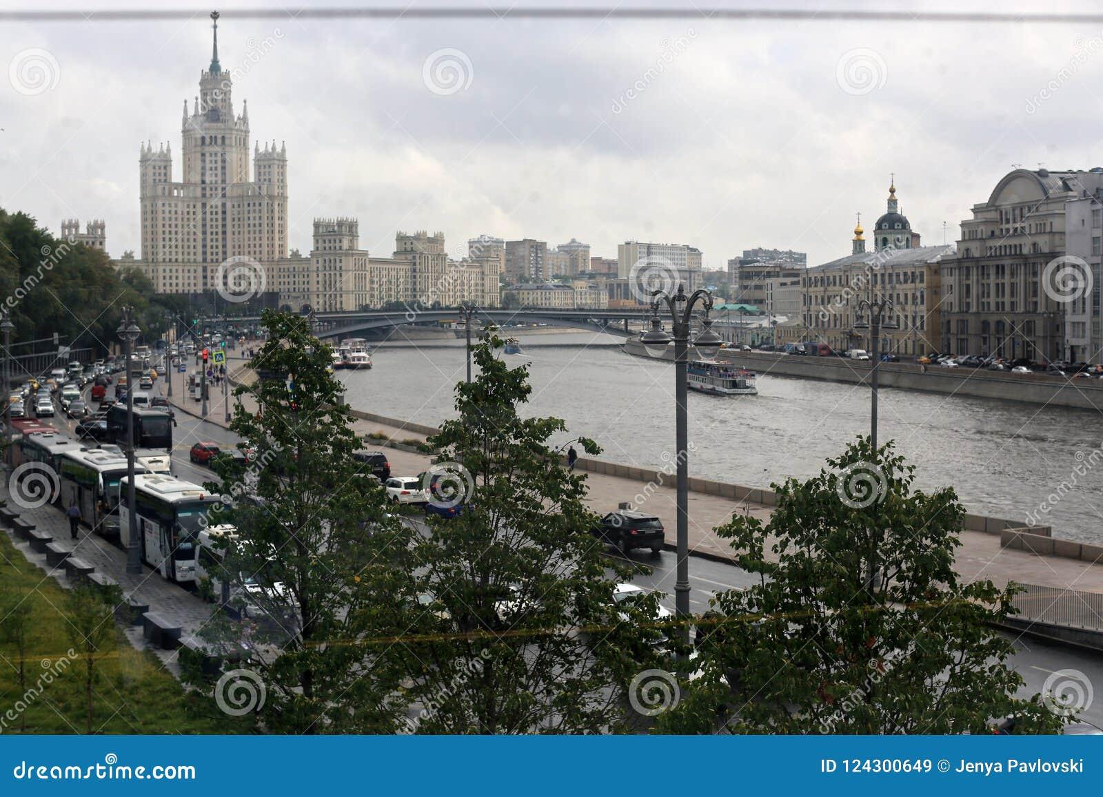 Vue de Moscou Russie juillet des rues et des rivières de Moscou