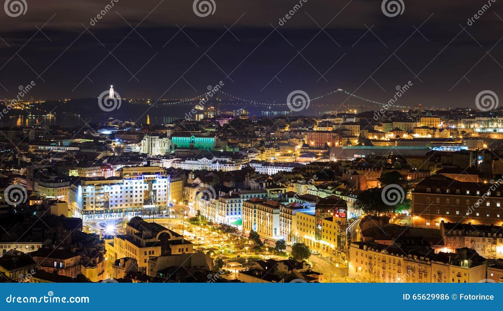 Vue de nuit au-dessus de Lisbonne