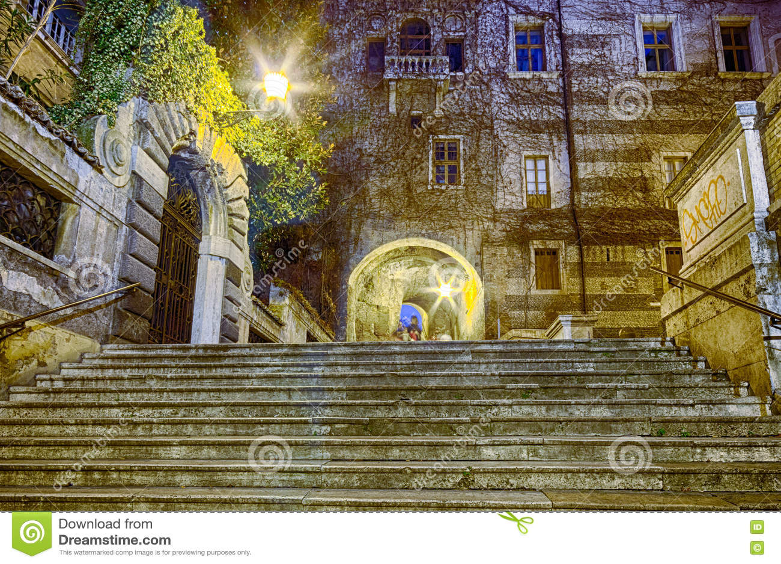 Vue de nuit d escalier romain antique