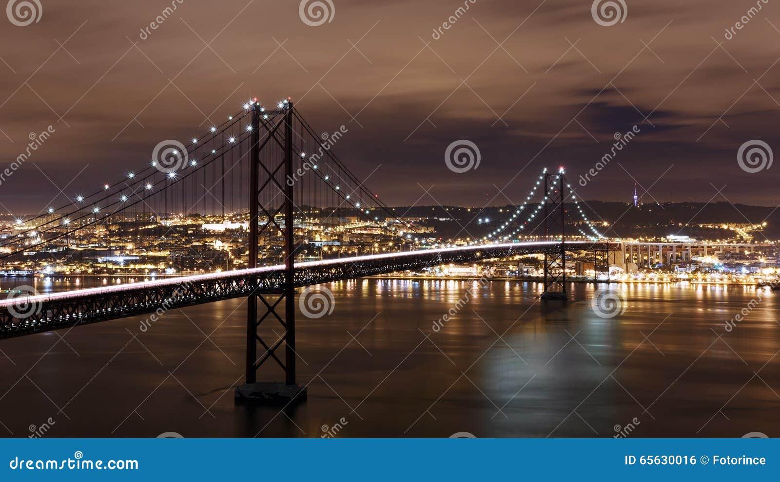 Vue de nuit de Lisbonne et 25ème d April Bridge