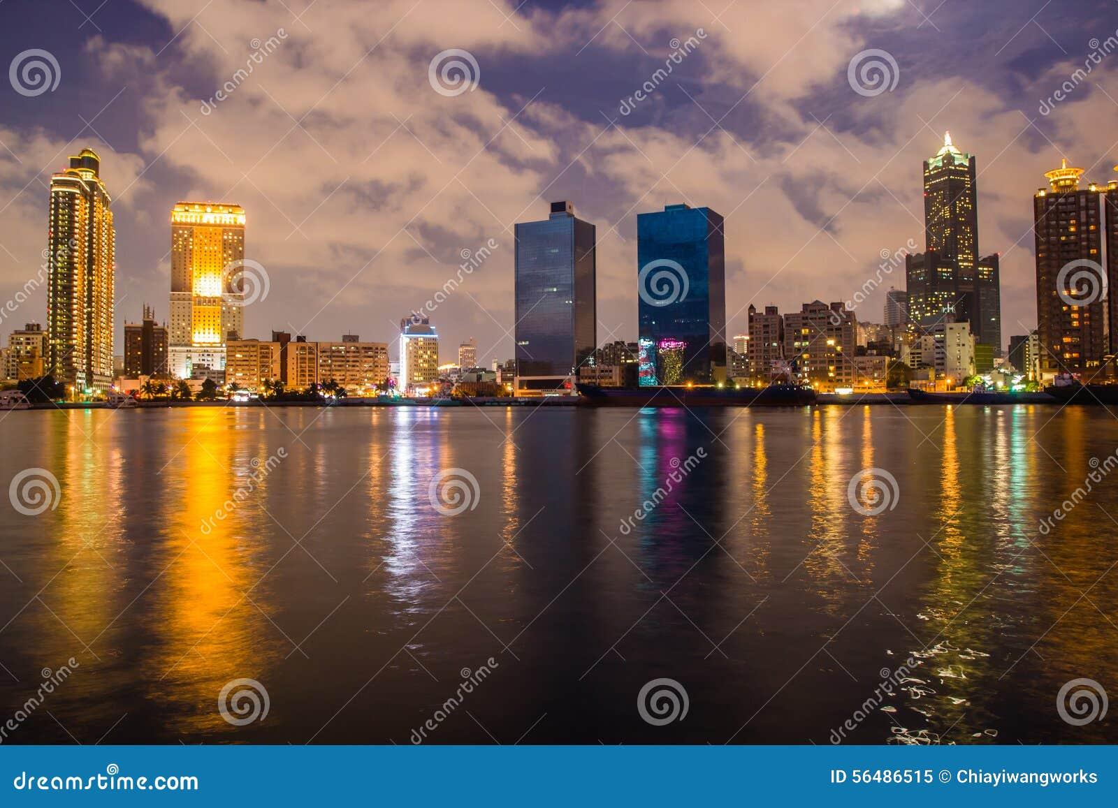 Vue de nuit de port de Kaohsiung
