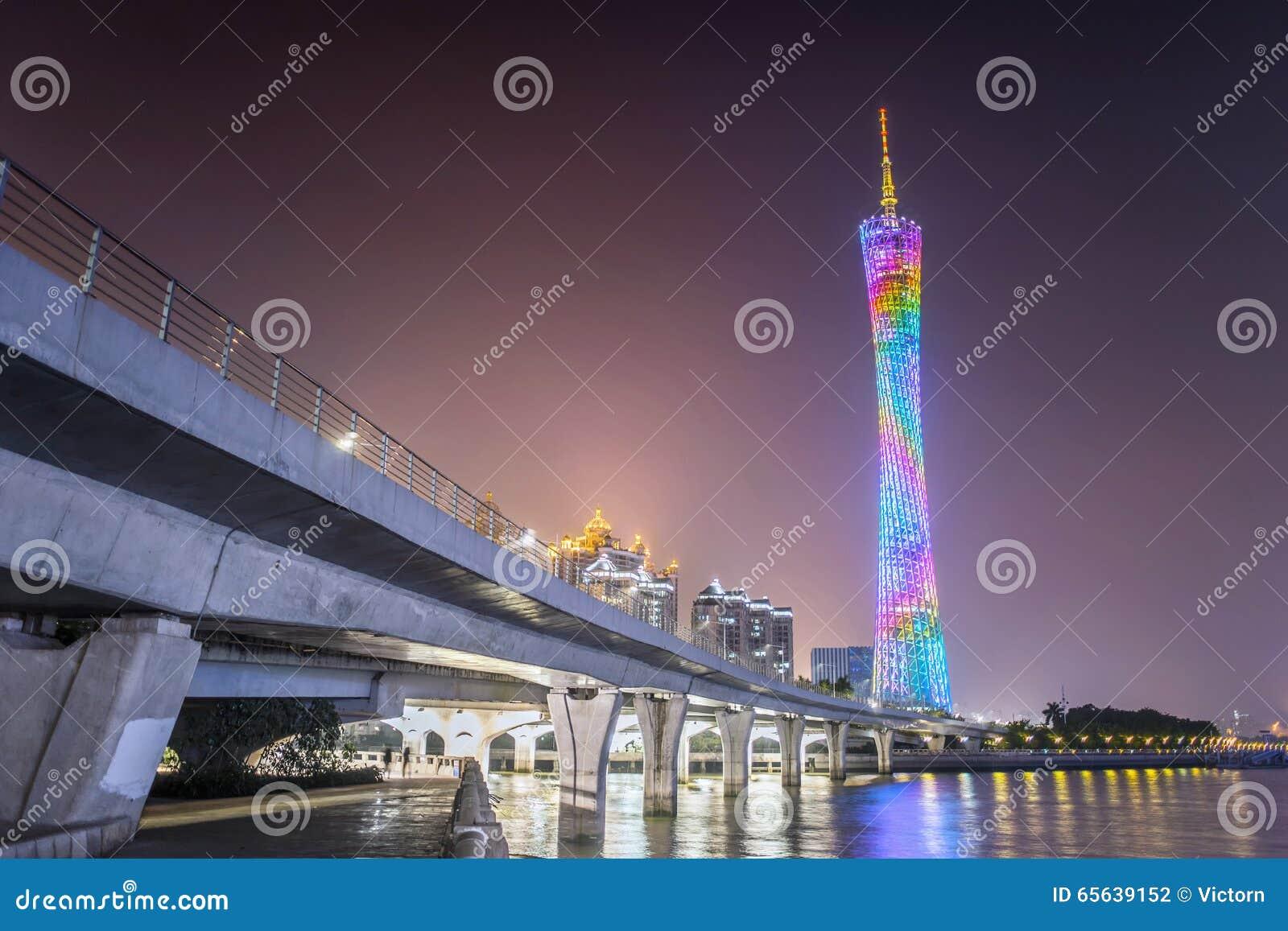 Vue de nuit de tour de Guangzhou