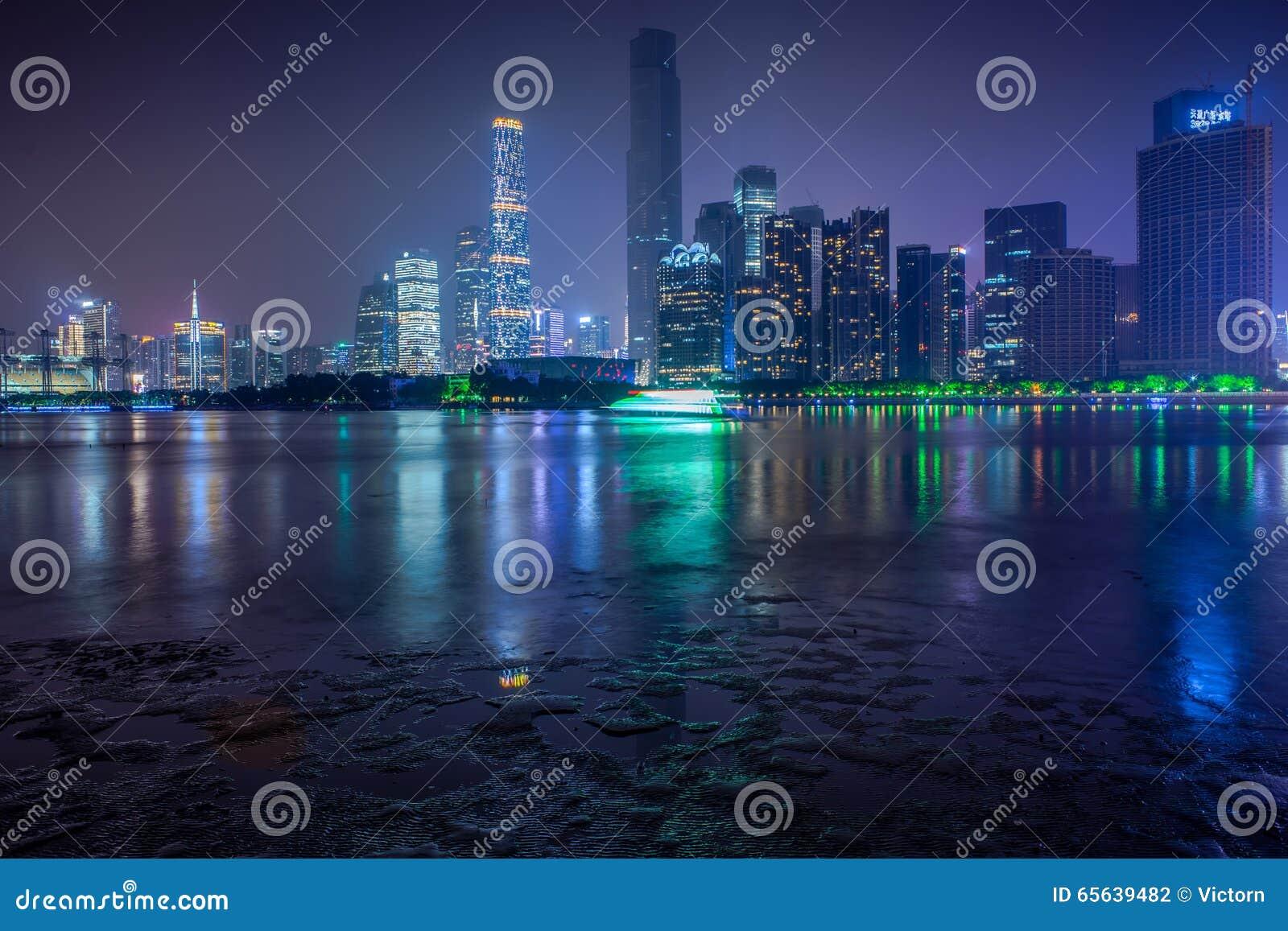 Vue de nuit de ville nouvelle de Zhujiang