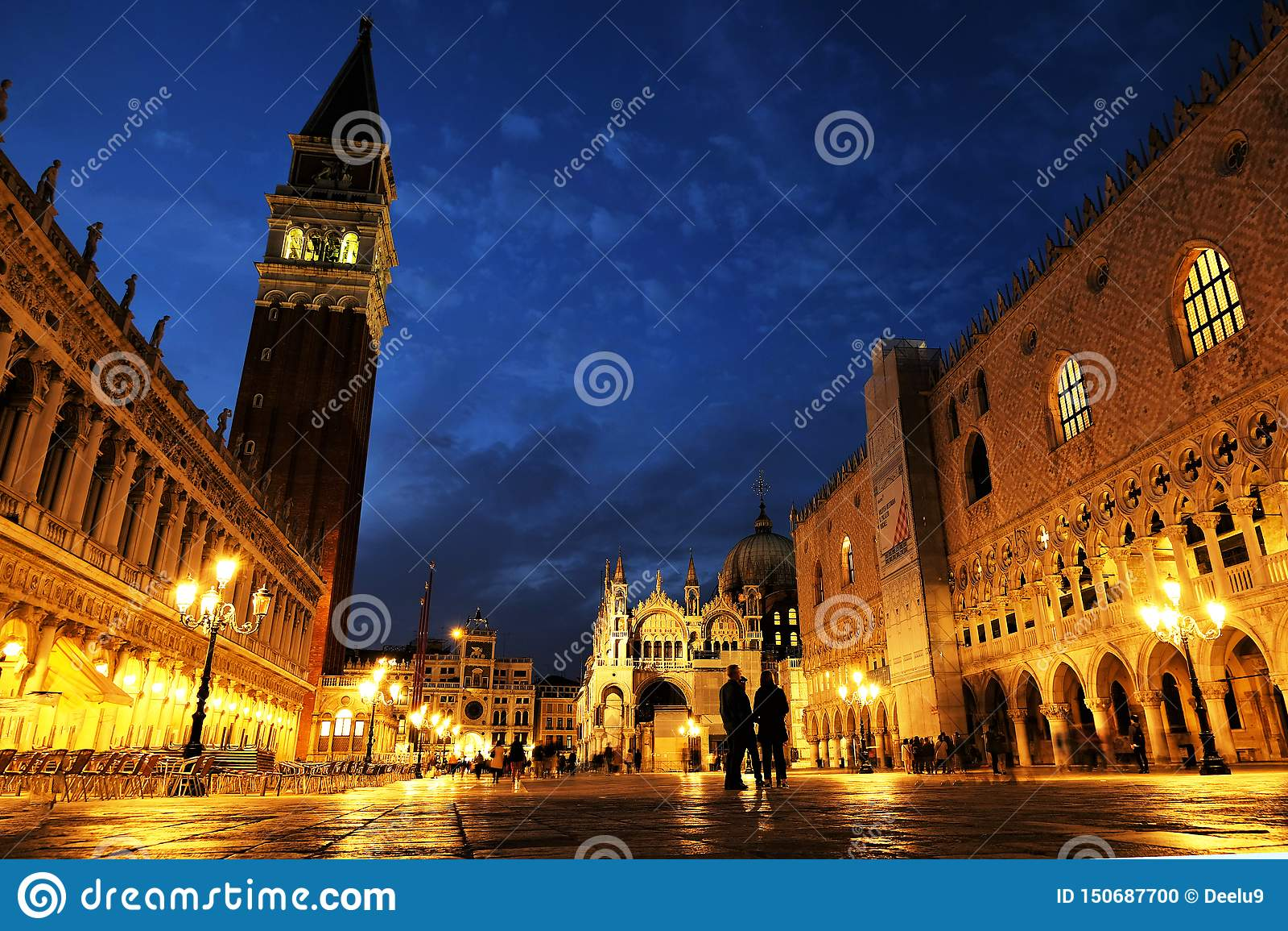 Vue de nuit de la place carrée San Marco, Palais des Doges Palazzo Ducale de St Mark à Venise, Italie