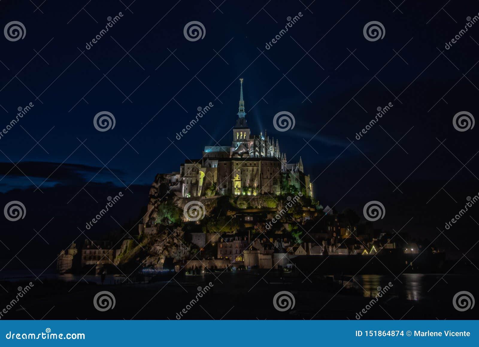 Vue de nuit de Mont Saint Michel france