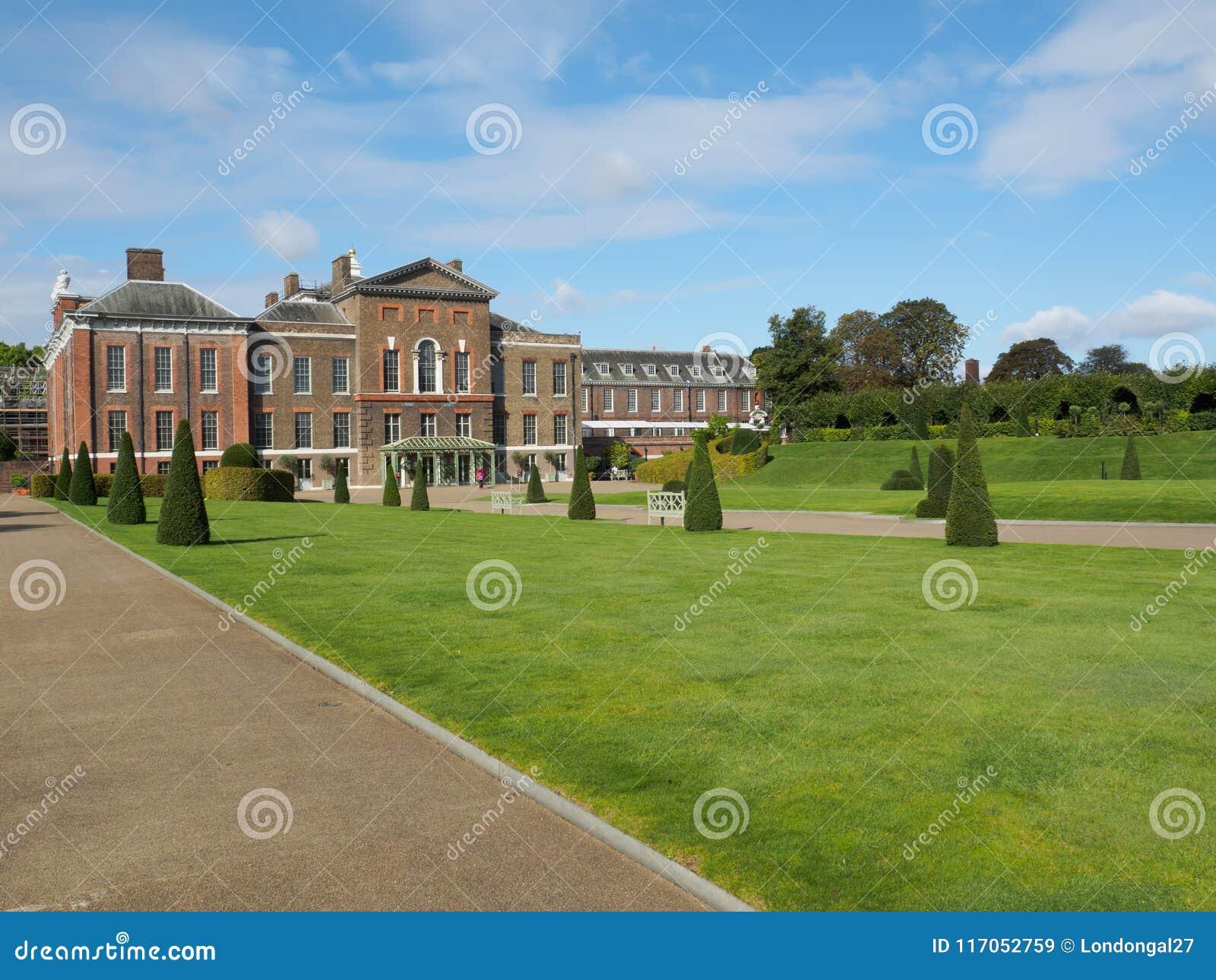 Vue de palais de Kensington, une résidence royale située dans des jardins de Kensington à Londres, R-U un jour ensoleillé