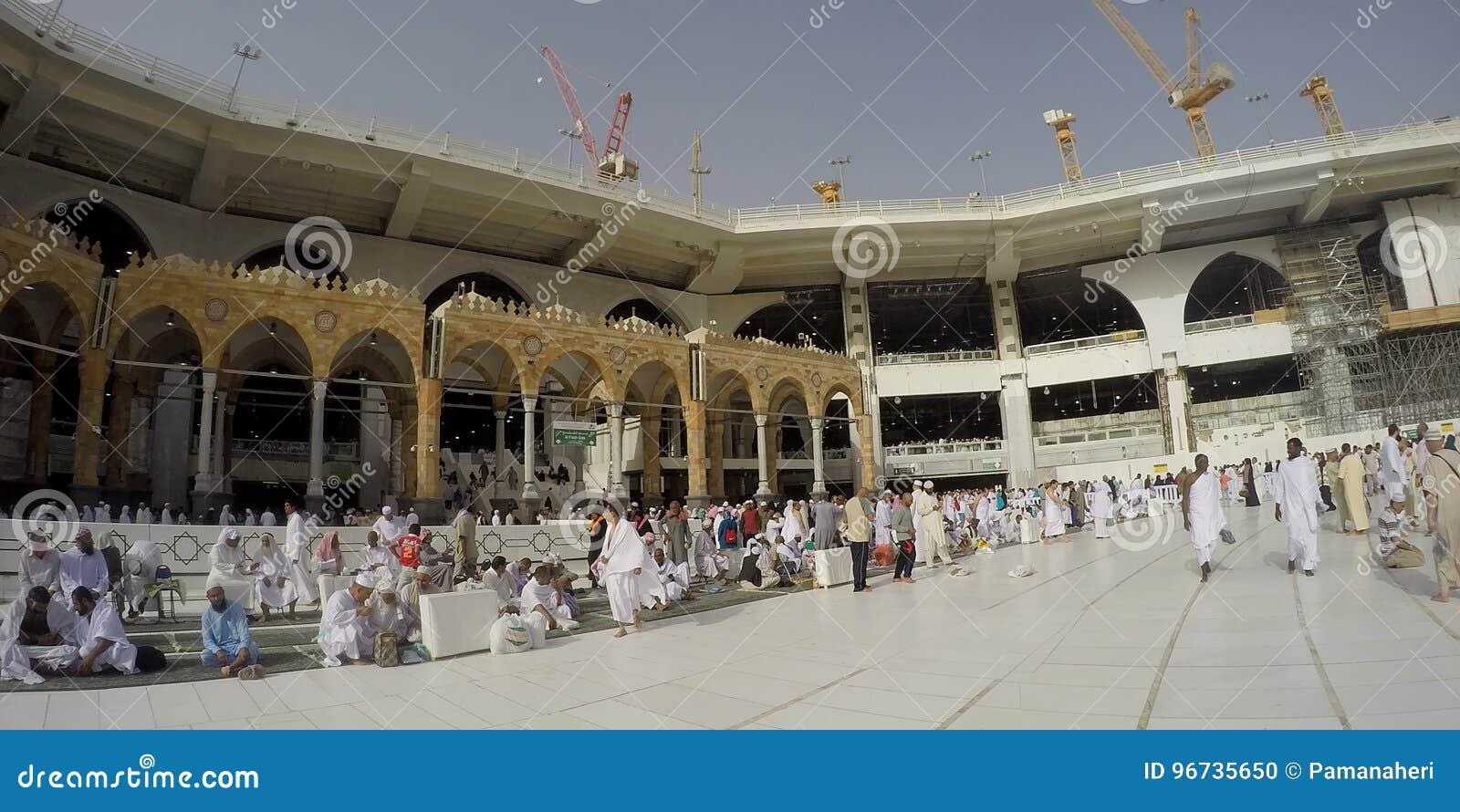Vue de panorama à l intérieur de mosquée de Haram