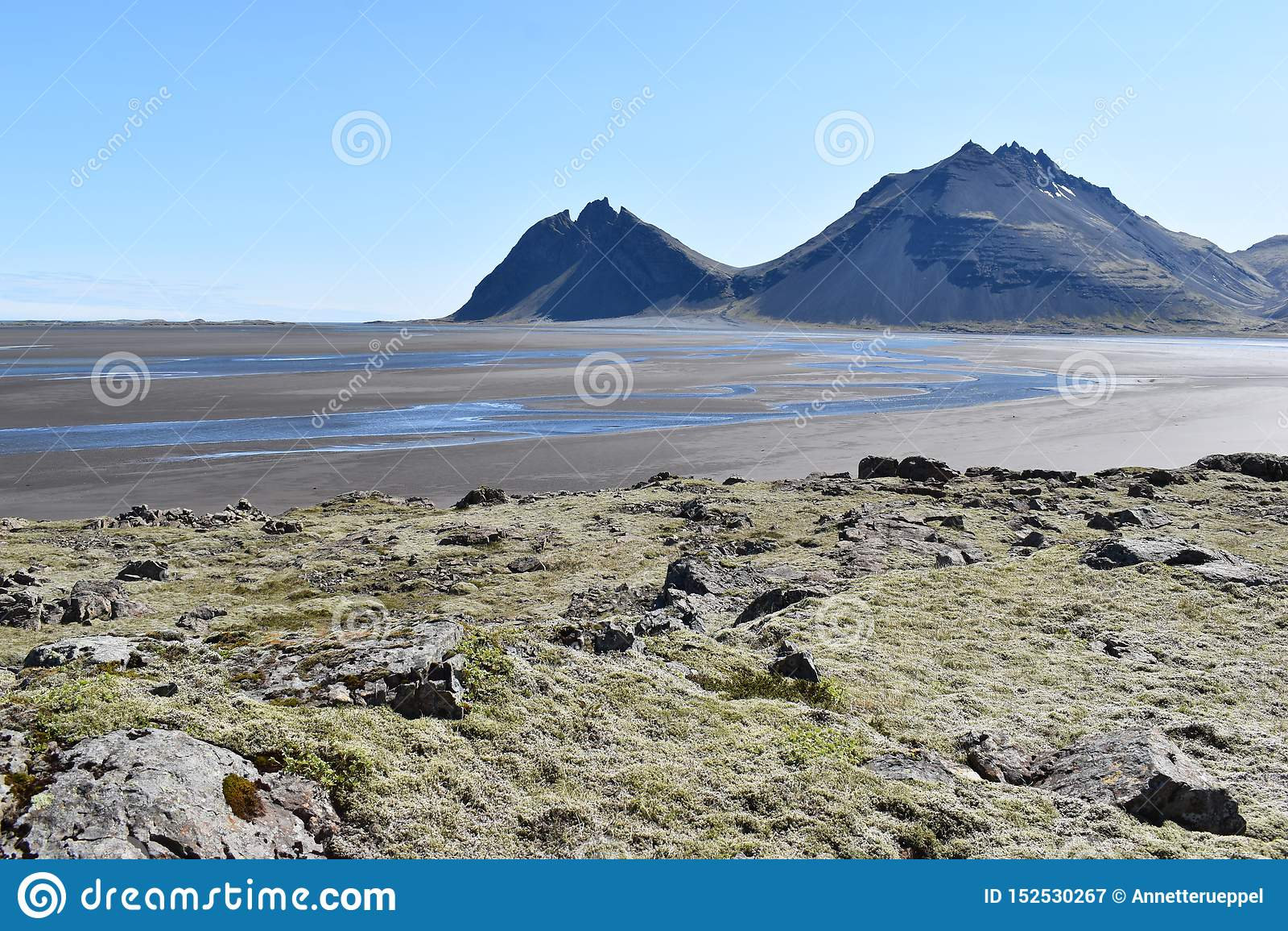 Vue de panorama aux montagnes de Vestrahorn dans le sud-est de l Islande