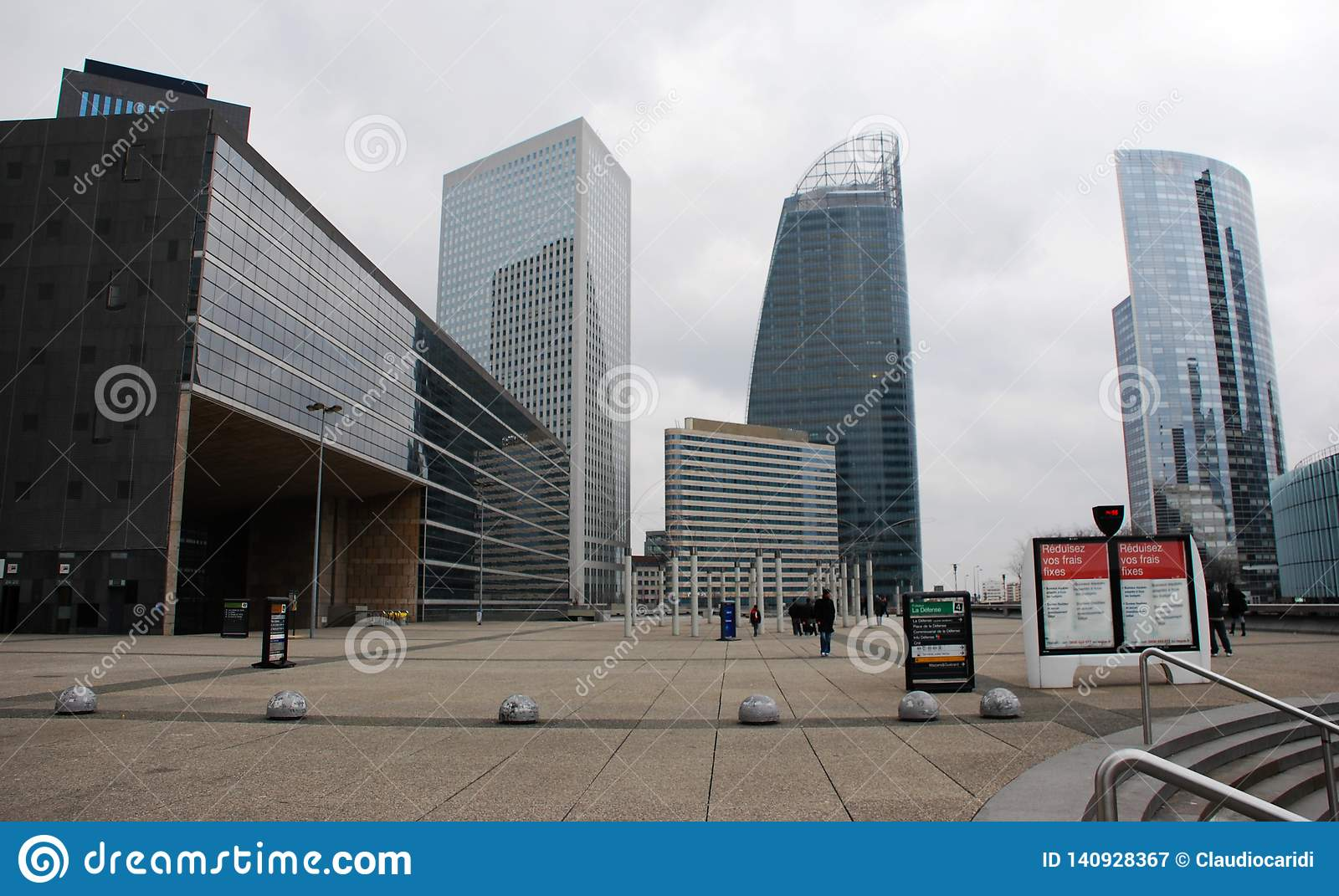 Vue de panorama de la défense, district des affaires à Paris, France