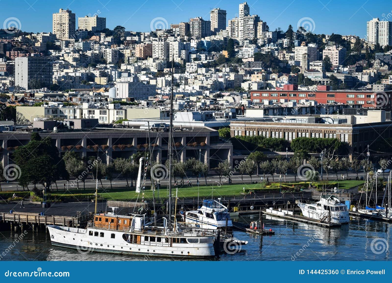 Vue de paysage urbain du pilier 33 à San Francisco