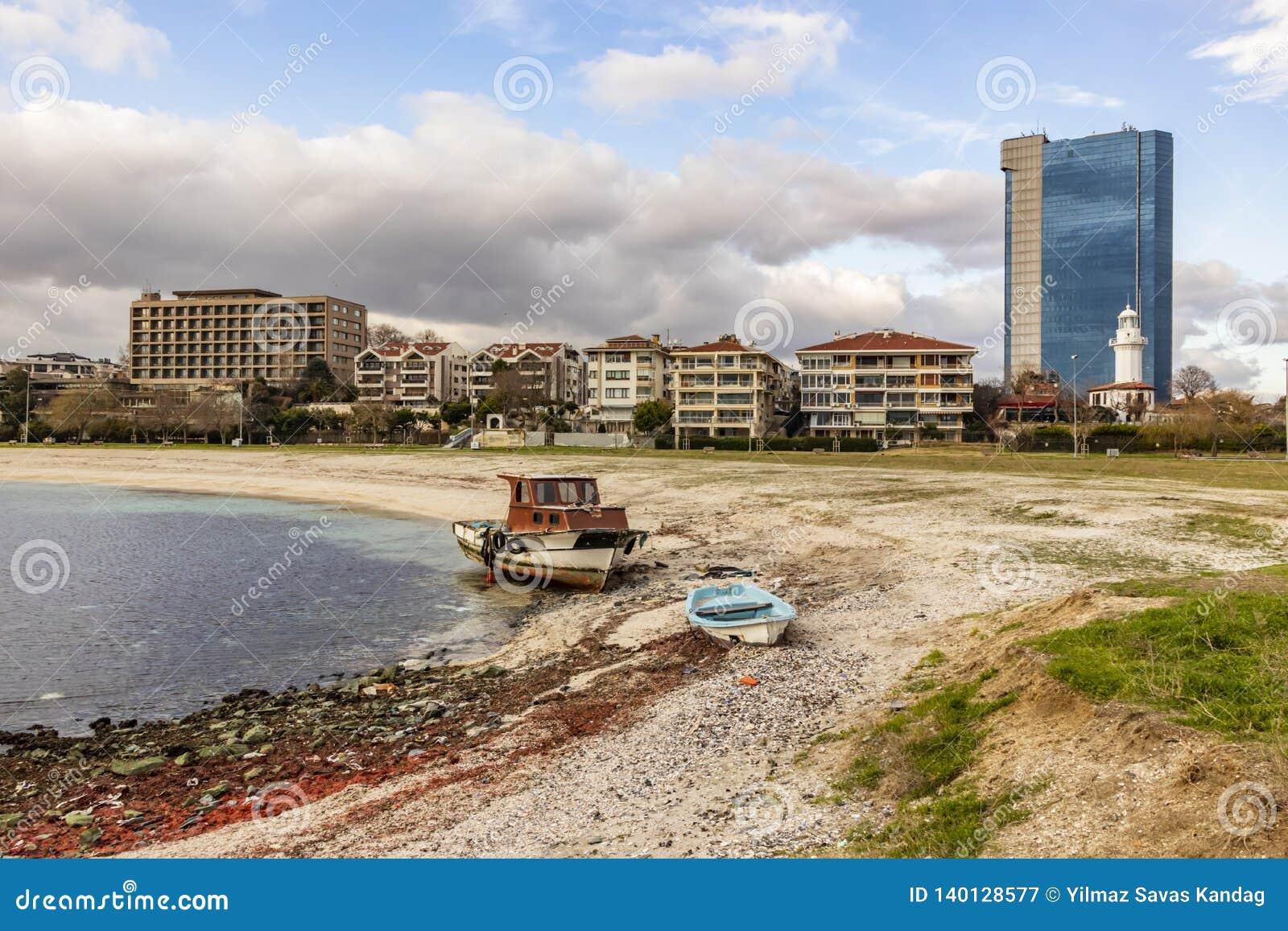 Vue de paysage urbain et de ville de yeÅŸilköy à Istanbul avec des bâtiments et des bateaux de la mer Sid